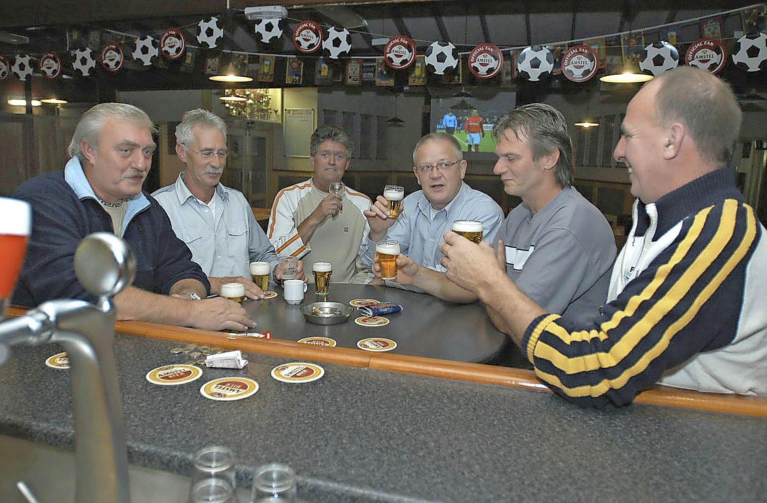 Voetbalclubs bedanken hun trouwe leden: een vette kantinecheque voor alle seniorenenelftallen