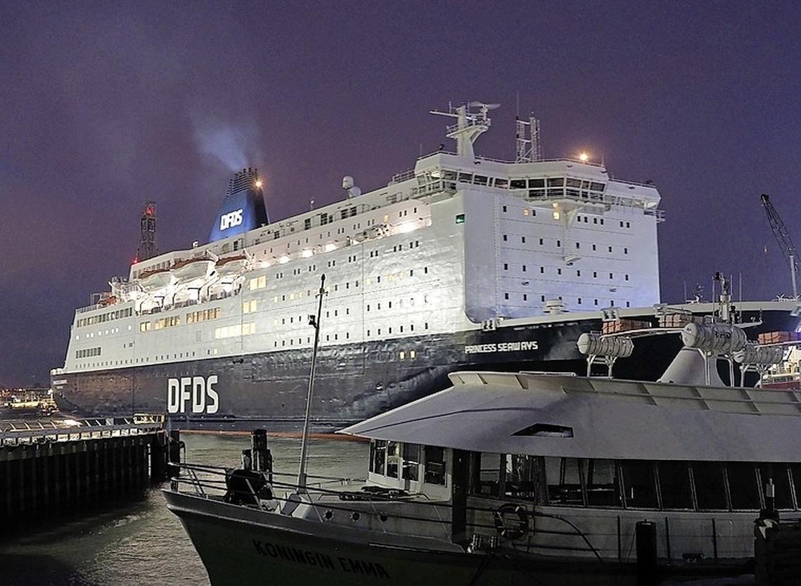 Ferry IJmuiden-Newcastle kan weer varen, na corona-alarm: bemanningsleden veerboot Princess Seaways komen goed door covid 19-test