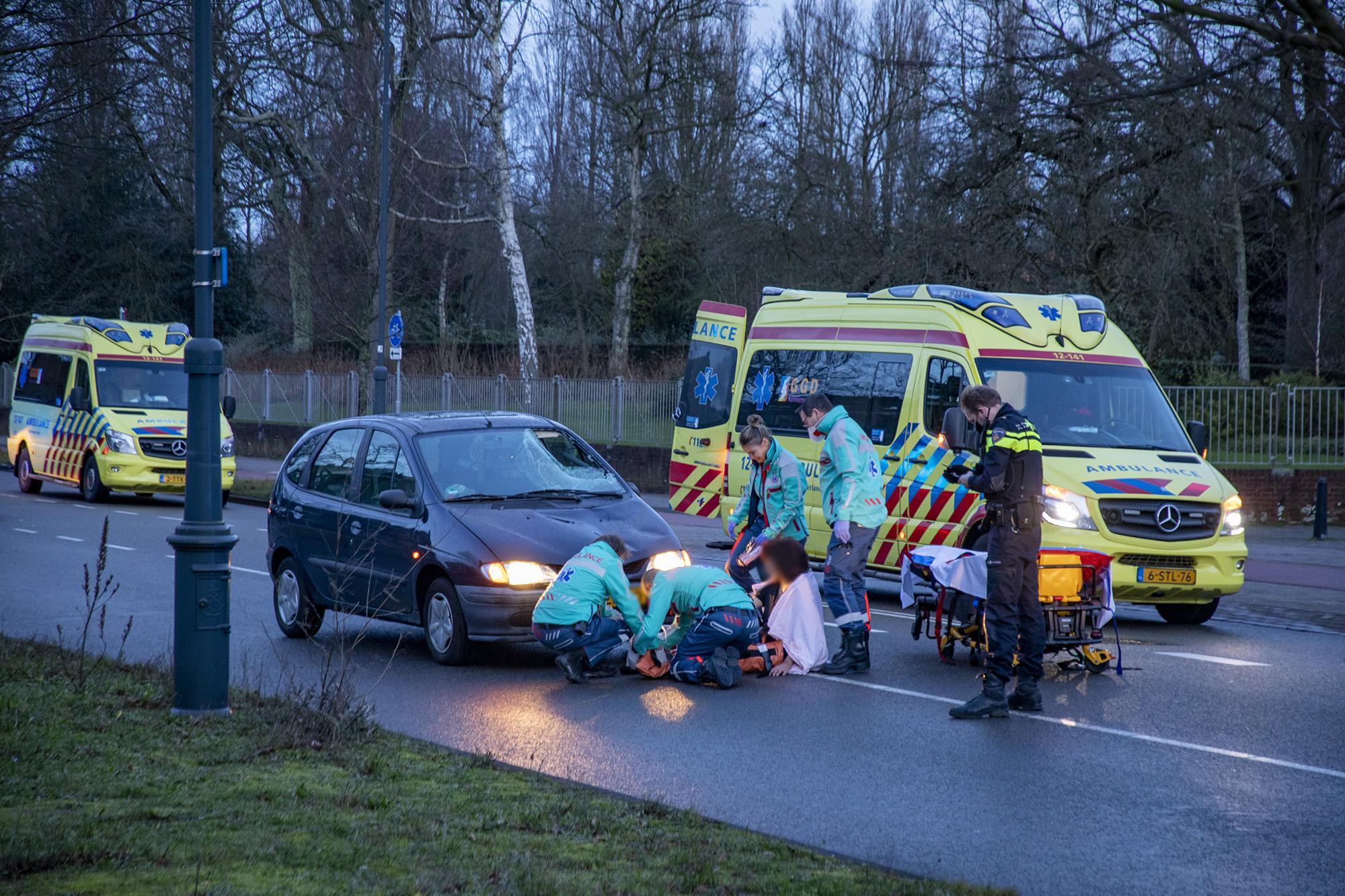 Fietser raakt ernstig gewond bij botsing met auto in Haarlem