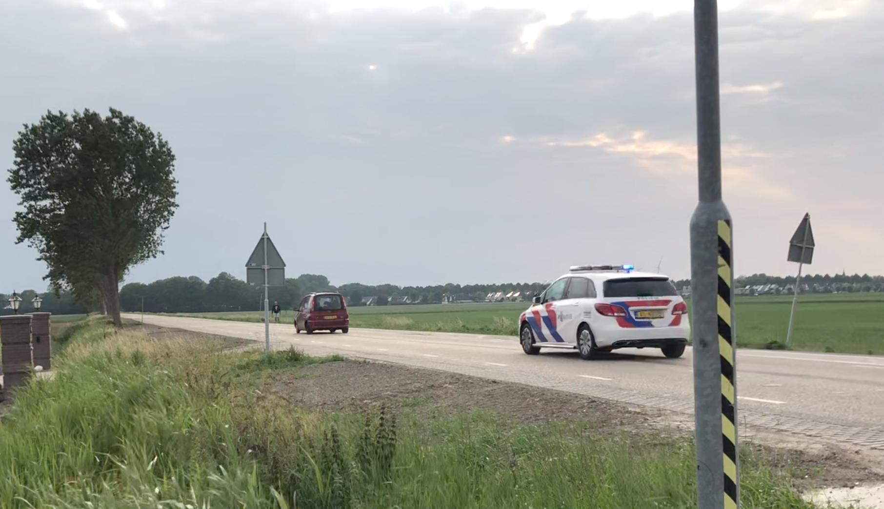 Politie rijdt gestolen auto klem in Wieringerwaard na achtervolging vanaf Den Oever [video]