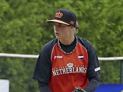Beverwijkse pitcher Ciska Welboren voelt zich helemaal thuis tussen de honkballers: 'Mannen zijn ook lekker 'makkelijk'.