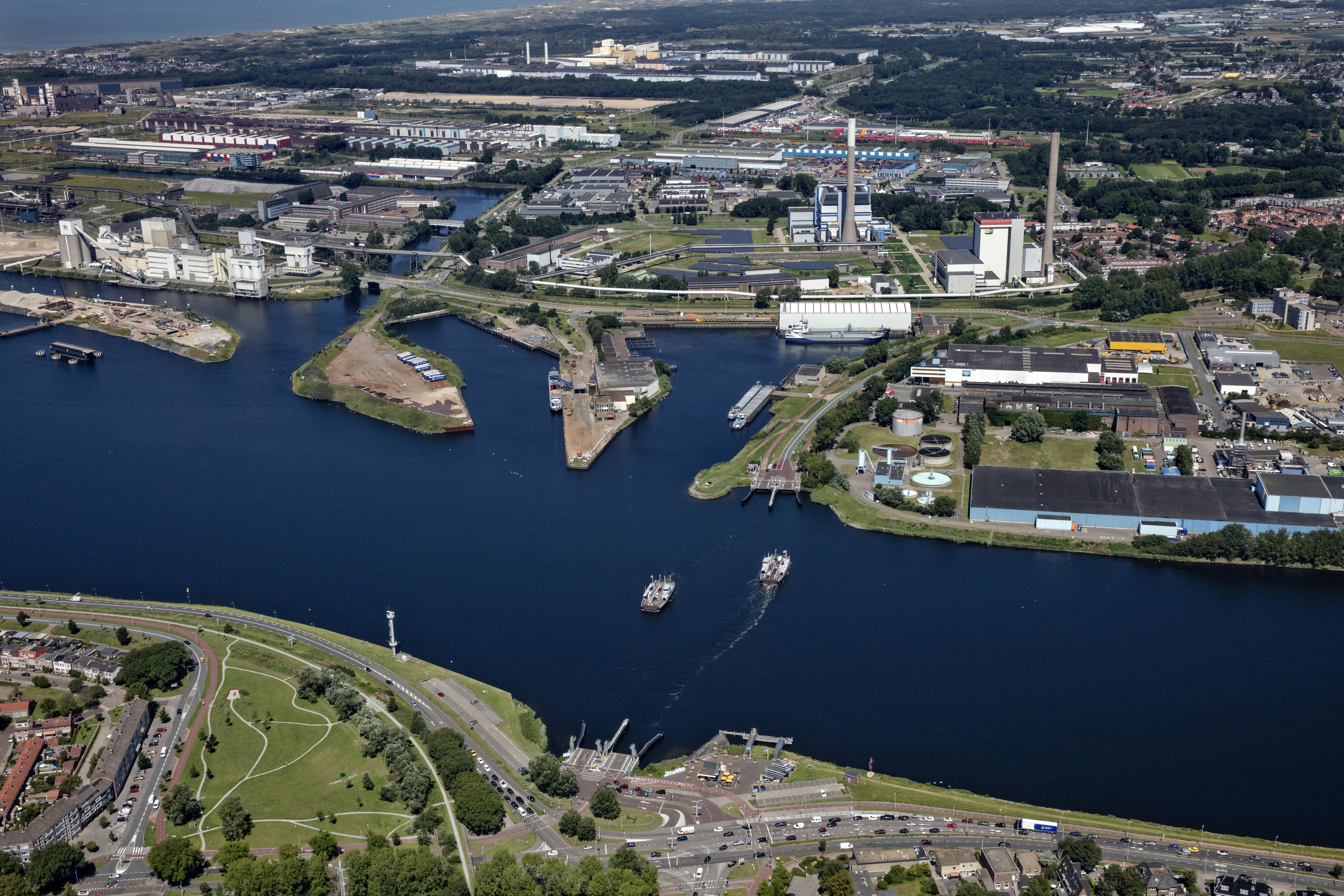 Raadsleden Velsen roepen hulp in van de Commissaris van de Koning: 'Provincie, bemiddel voor ons in de IJmond'
