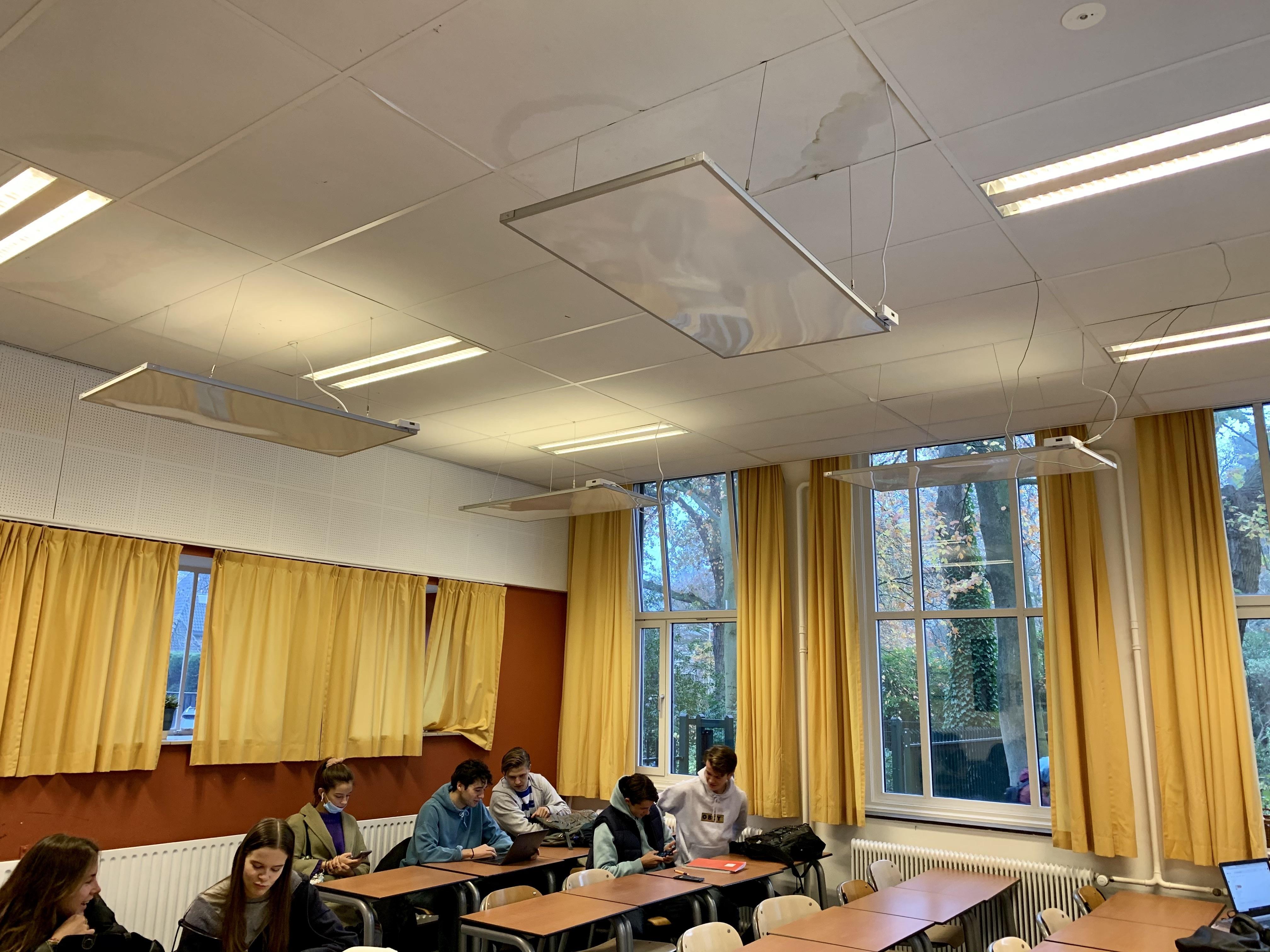 Willem de Zwijger College doet proef met infrarood verwarming; 'Ook hier docenten en leerlingen met hun jas aan en sjaal om in de klas'