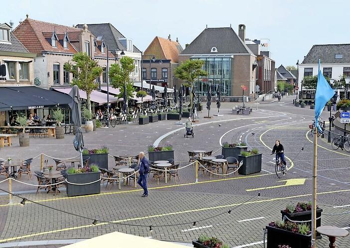 Verkeerssituatie op Markt in Schagen maandag weer als vanouds; tijdelijke belijning weggehaald