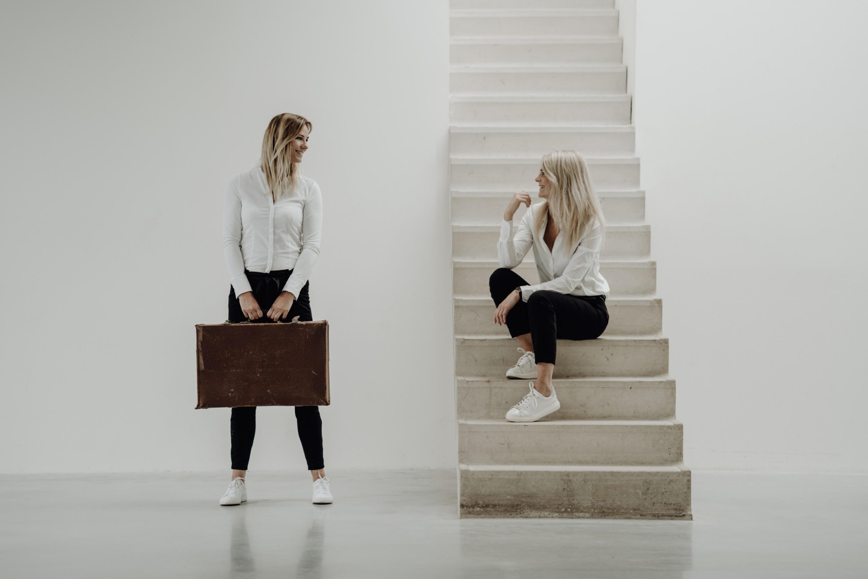 Geen oppas? Melanie en Chantal zorgen met hun bureau dat ouders met gerust hart de deur uit kunnen