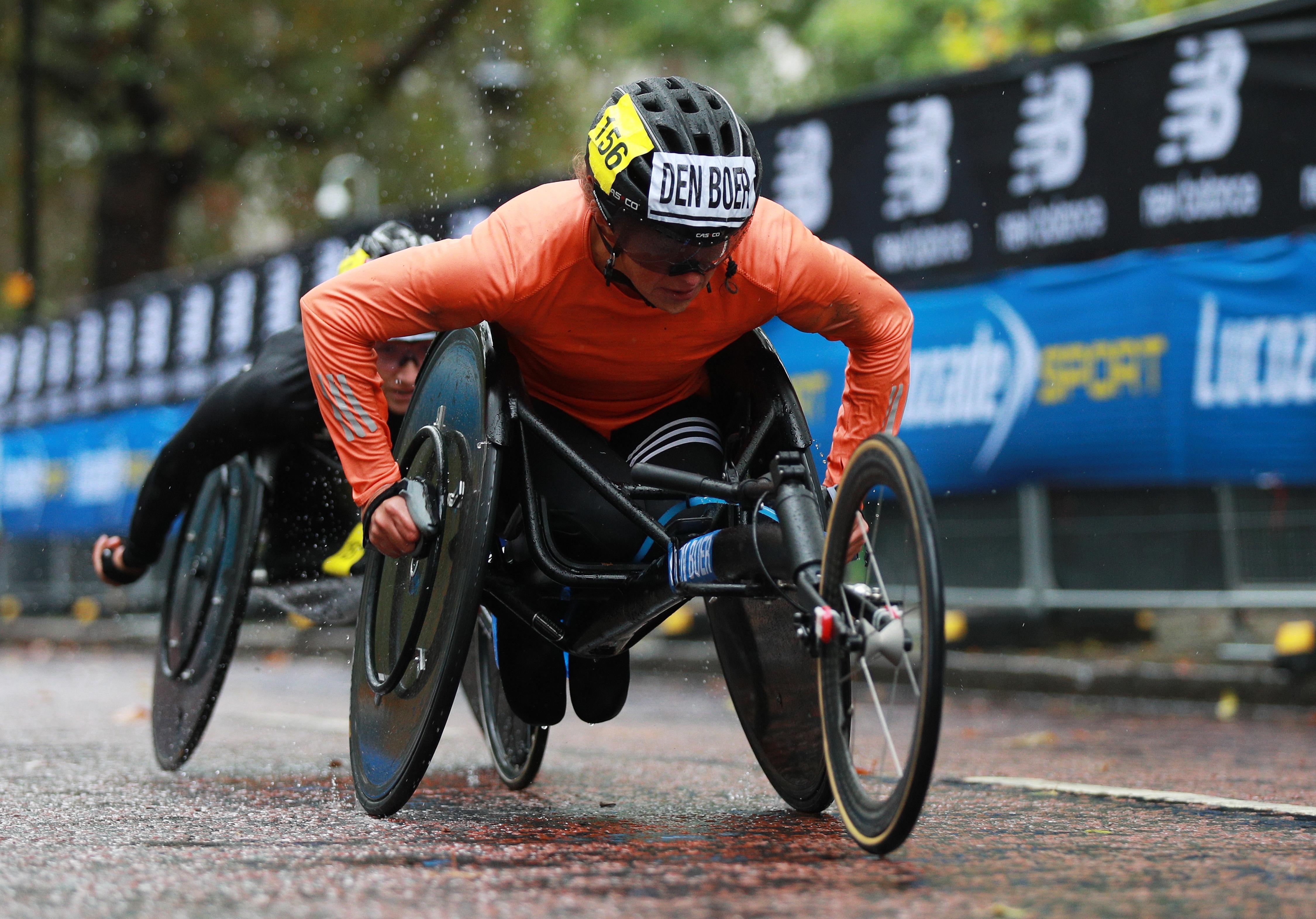 Haarlemse Nikita den Boer wint marathon wheelen in Londen en mag naar Spelen: 'Dit had ik totaal niet verwacht, enorm gaaf'