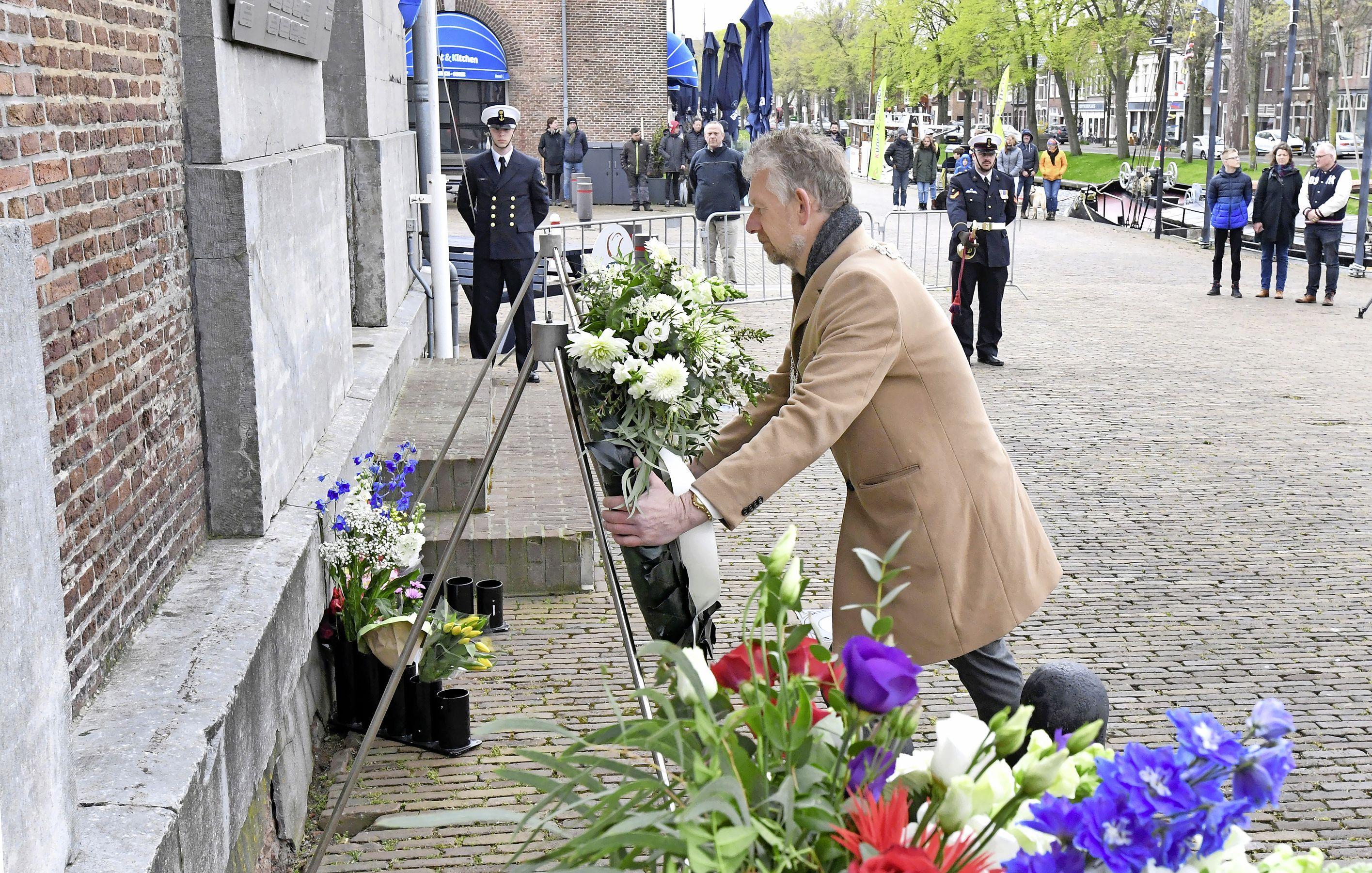 Den Helder herdenkt doden uit de Tweede Wereldoorlog met geïmproviseerde bijeenkomsten
