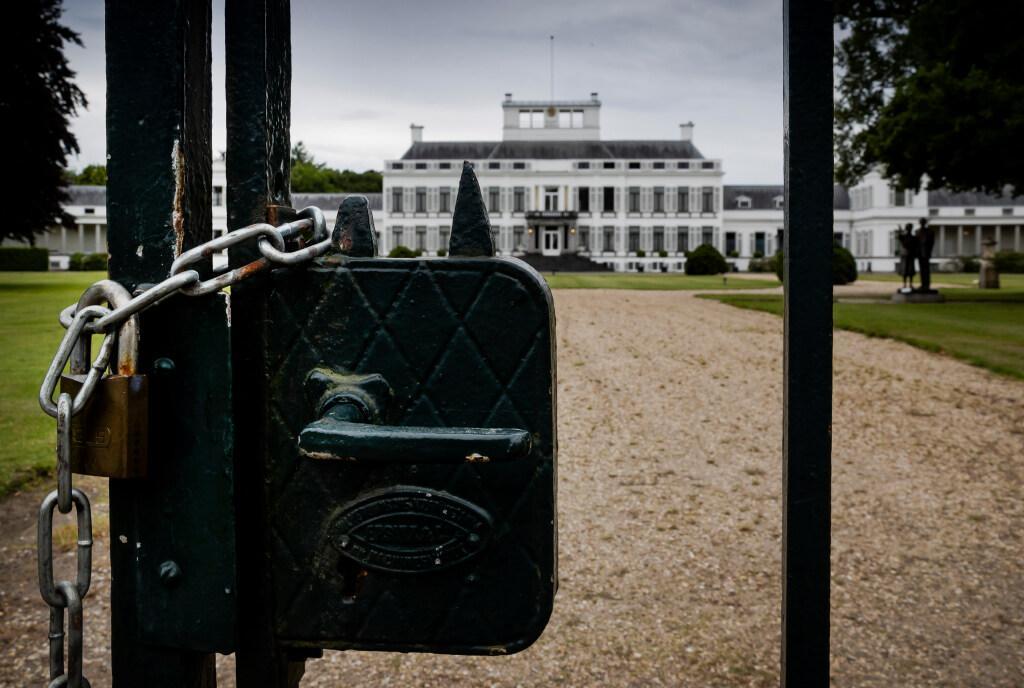 'Trek aan de noodrem met Soestdijk, anders volgt er een ramp', waarschuwt Haagse ex-medewerker Rijksgebouwendienst; 'Soestdijk had nooit verkocht mogen worden'
