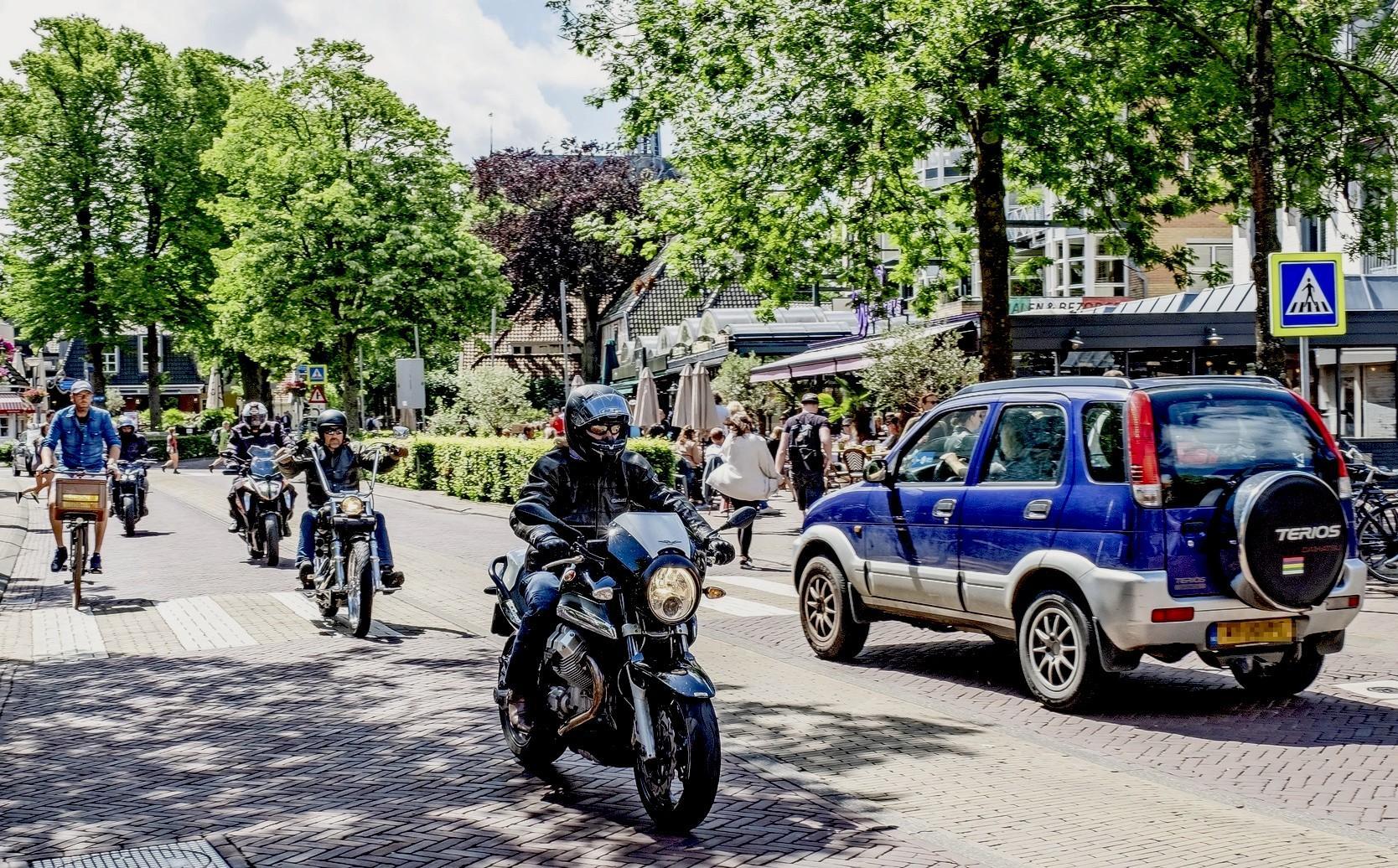Knallende uitlaten en brullende motoren: de gemeente Bergen is het zat en neemt landelijk het voortouw in de bestrijding van motorherrie