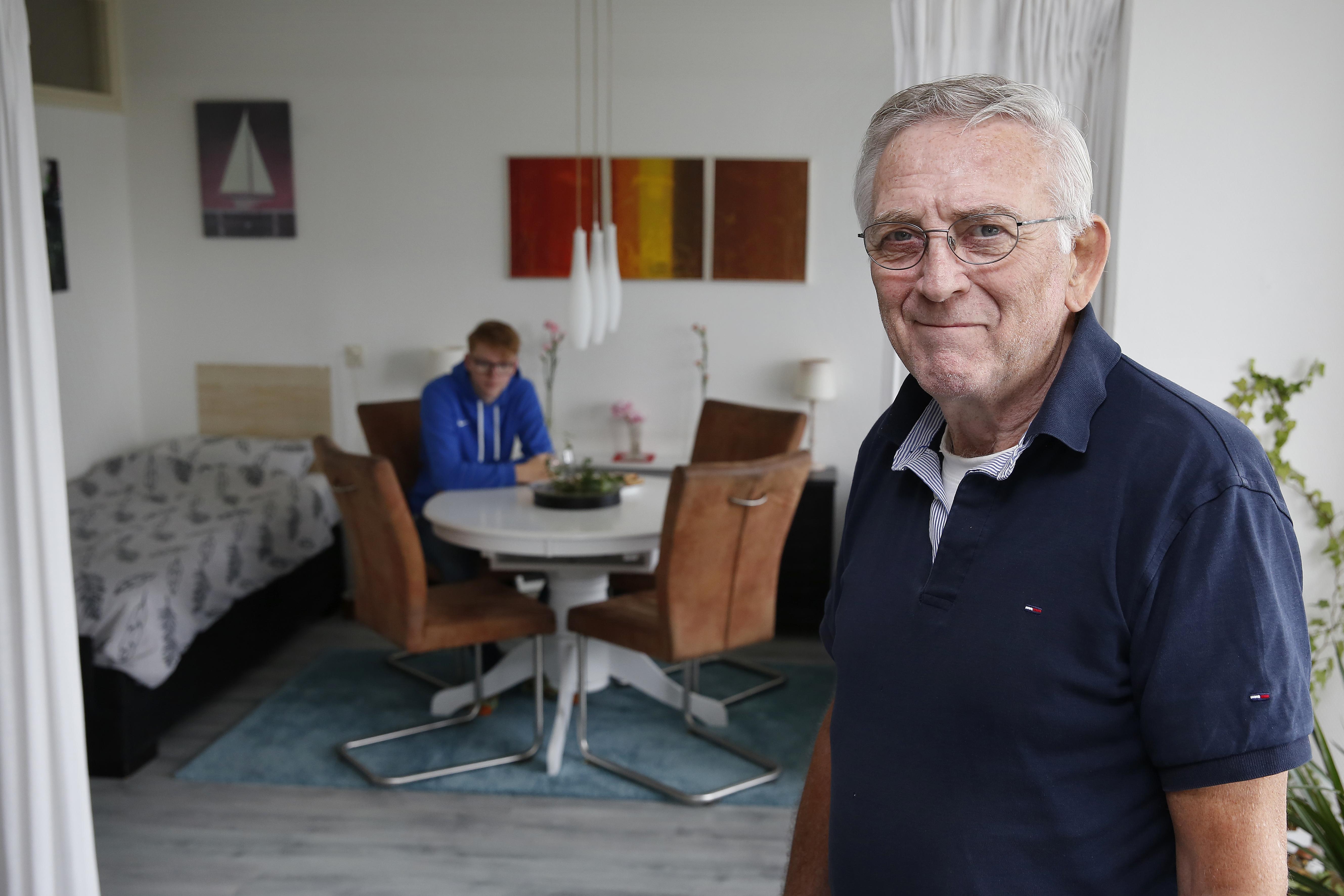 De 17-jarige Freek woont bij Bert in zijn seniorenwoning, dankzij Kamers met Aandacht; 'Mijn jeugd is rot gelopen. Die tijd wil ik hier achter me laten'