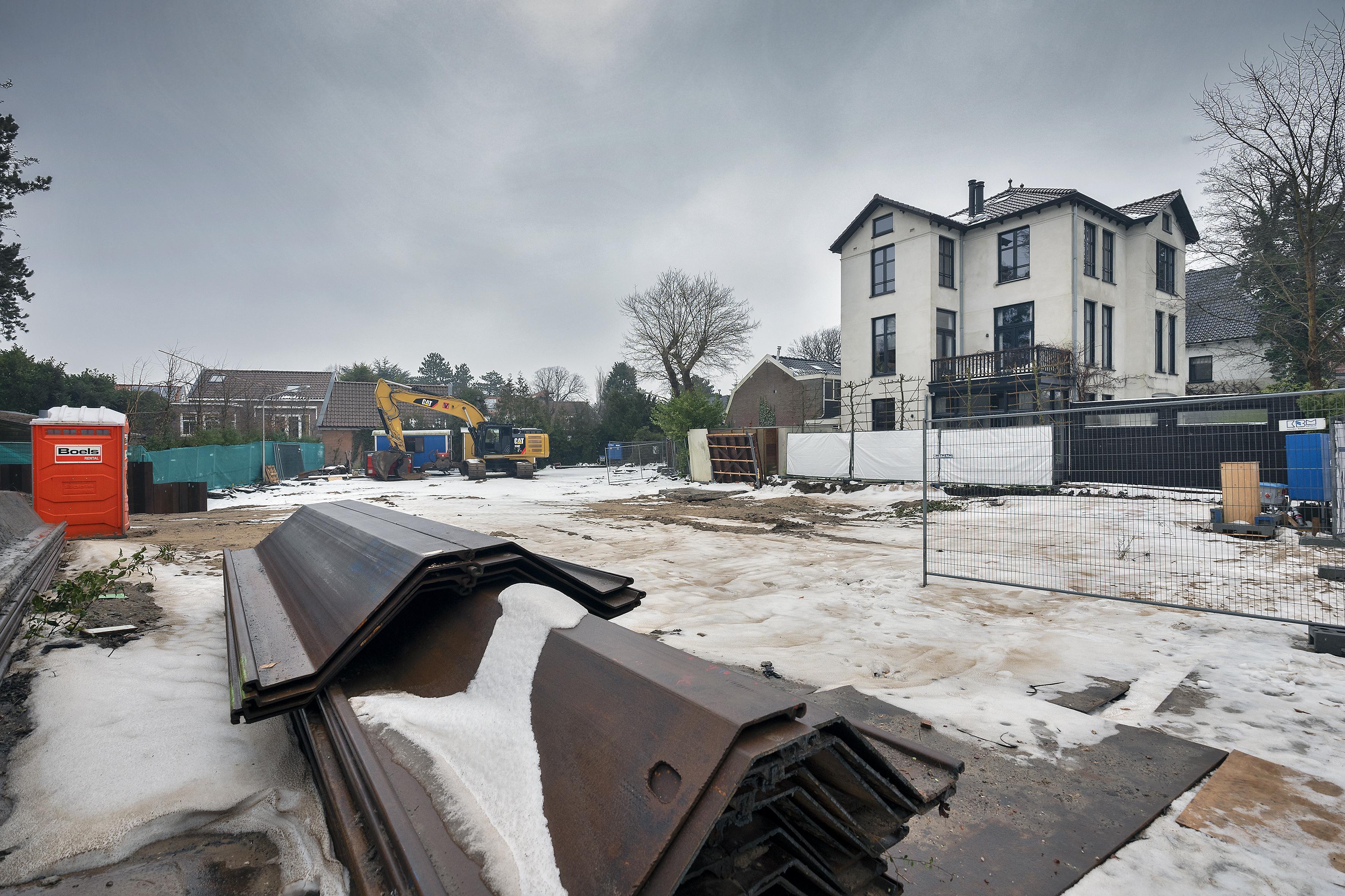 Bouwstop aan Potgieterweg in Bloemendaal opgeheven. Aannemer neemt maatregelen om schade aan omliggende woningen te voorkomen