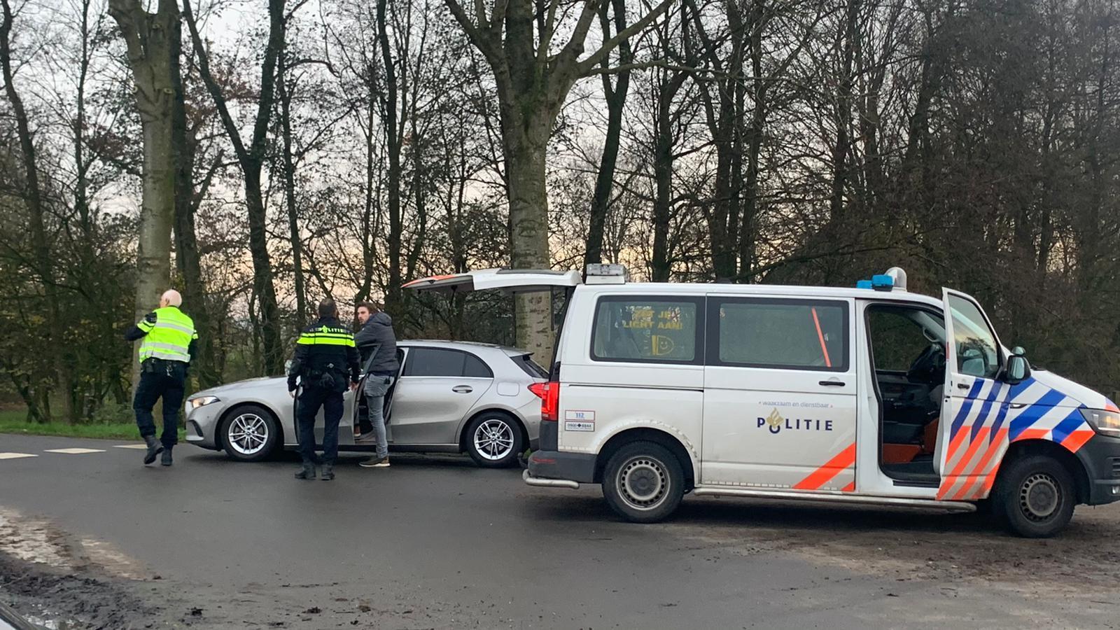 Groep jongeren vanuit zwarte auto beschoten in Obdam, politie zoekt getuigen [update]