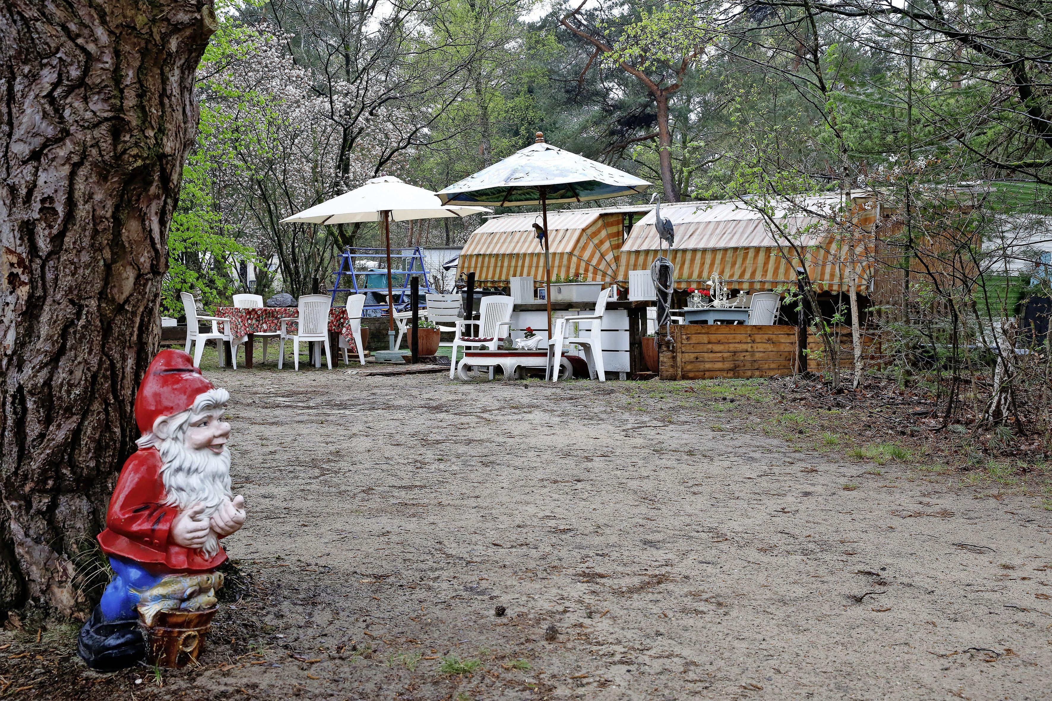 De charme van groene campings in Gooi en Eemland: 'Hier is het niet de hele dag 'papa, papa'; knakworstjes kun je opwarmen bij de buurtent
