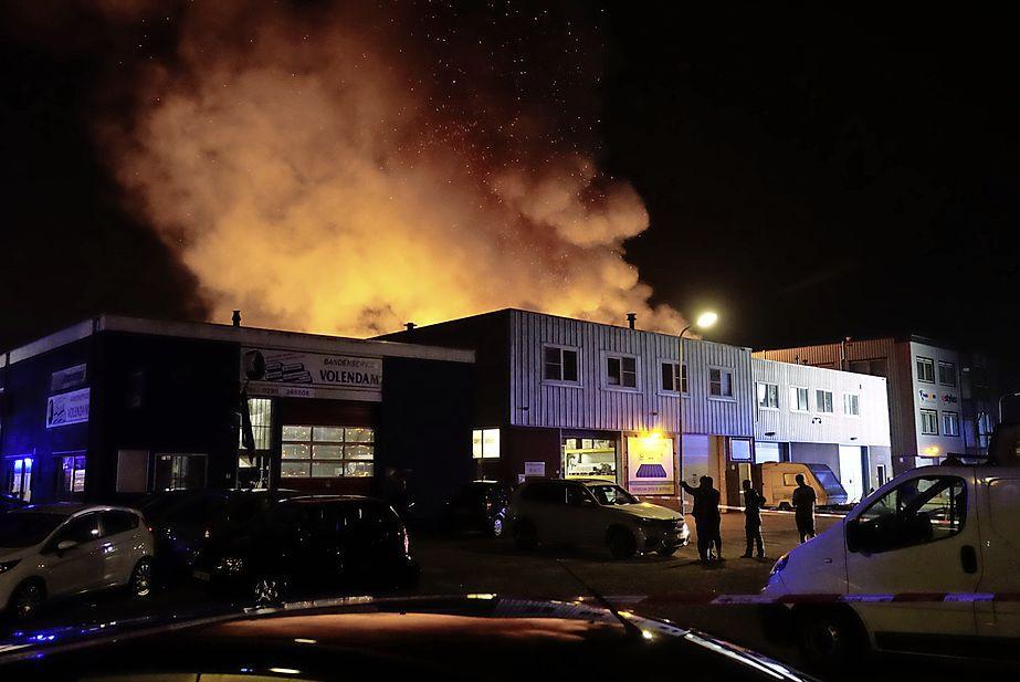 Grote brand in bedrijf aan Dieselstraat in Volendam [video]