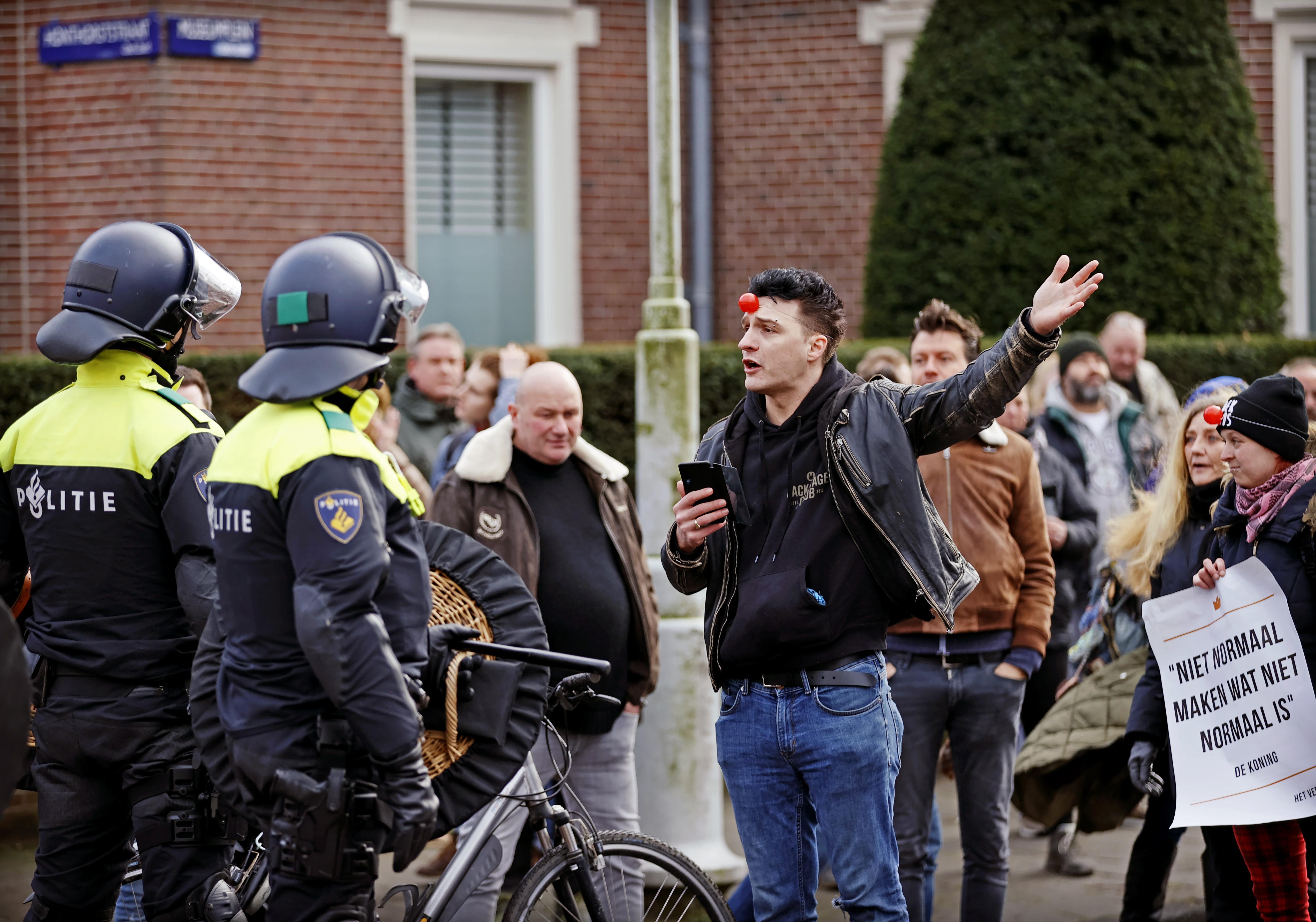 Verboden demonstratie op Museumplein Amsterdam loopt uit de hand: ME ingezet [video]