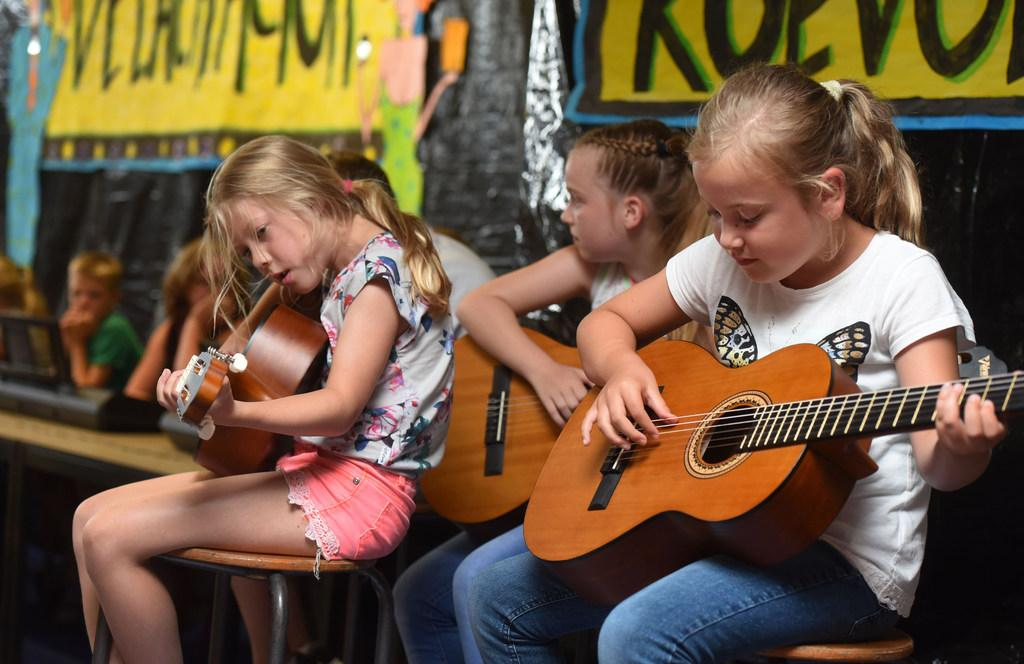 Maxima steekt digitale loftrompet af voor muziekonderwijs Opmeer