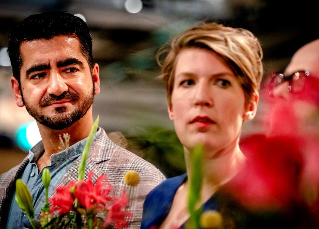 'Bijlmerkind' Murat Isik móét een oeuvre opbouwen, bestsellerauteur vindt rust en ruimte in Hoofddorp