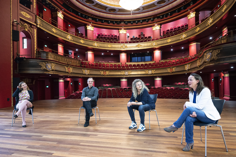 Artiesten gaan mogelijk optreden in zorgcentra. Hartenkreet theaterdirecteur Edwin van Balken: 'Kabinet kom met een langetermijnpakket van maatregelen!'