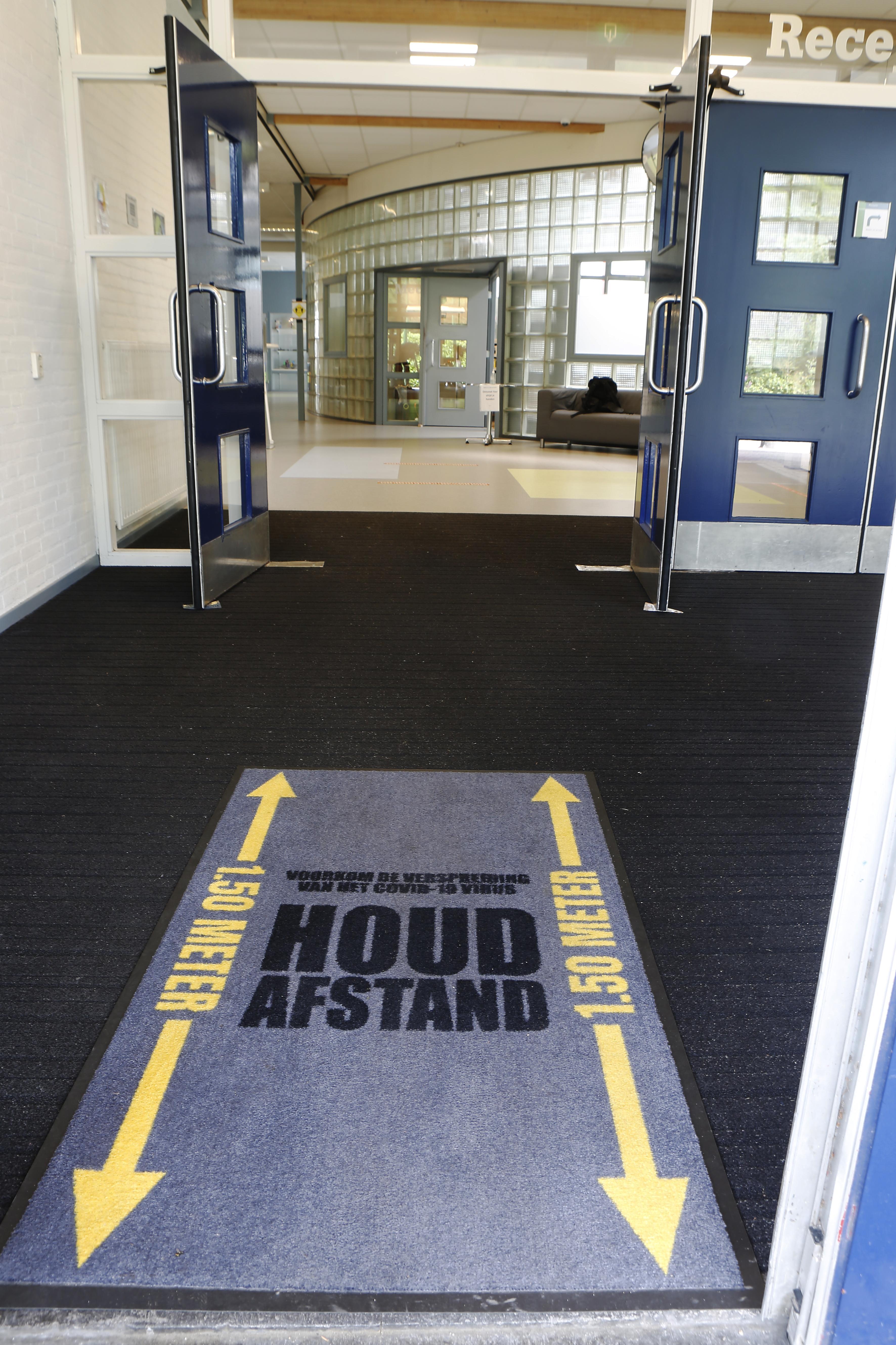 Middelbare scholen in Baarn en Soest openen niet allemaal tegelijk; vraagtekens bij timing van minister Slob; 'Veel docenten zien het niet zitten om weer voor een volle klas te moeten staan'