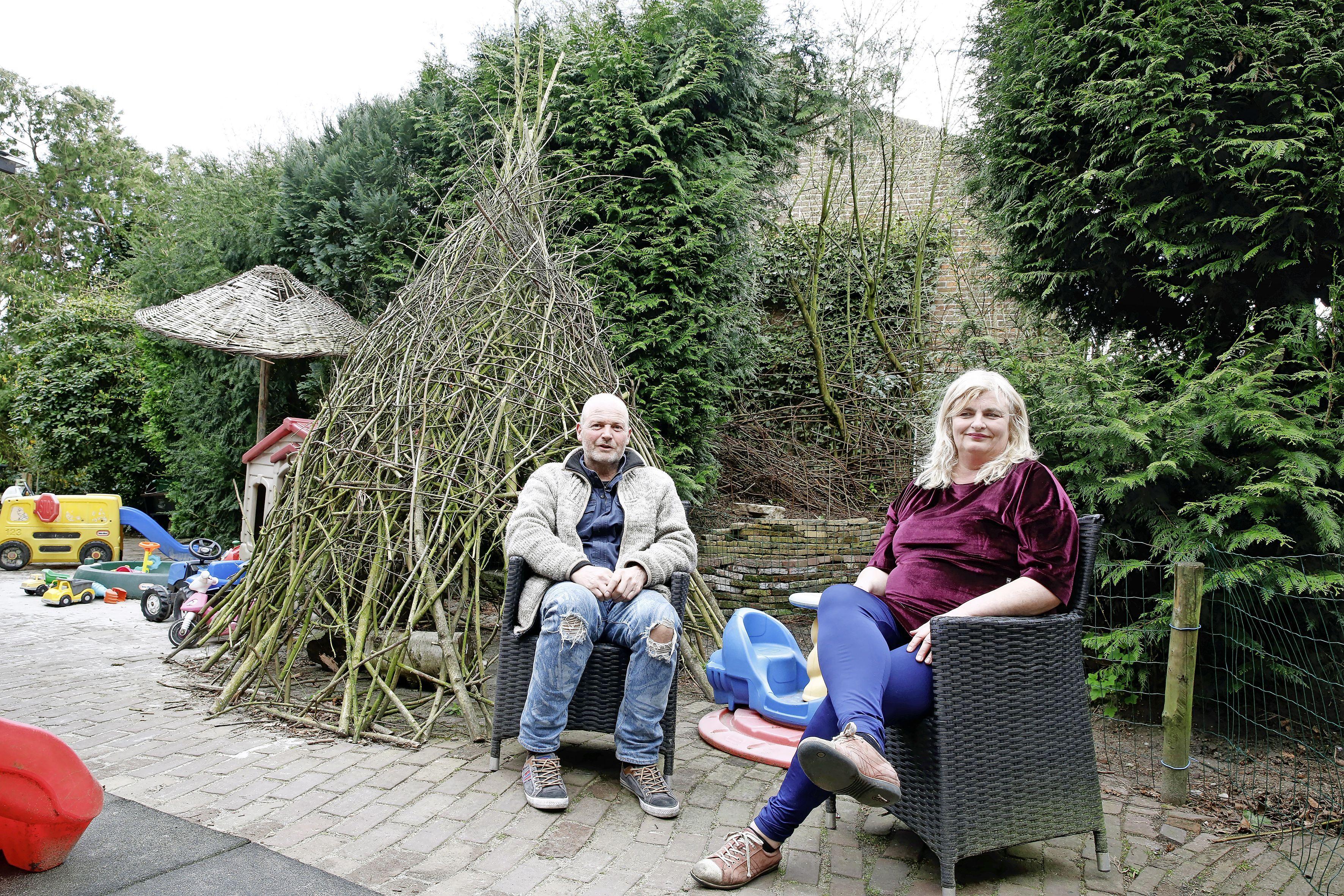Bewoners in Eemnes zijn verontwaardigd over bouwplannen van achttien appartementen; 'Als daar een balkon komt, kijken ze zo bij ons in de tuin'