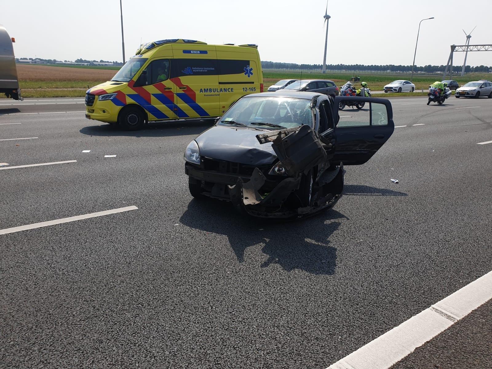 Twee auto's en vrachtwagen op elkaar gebotst op A4 bij Burgerveen, twee gewonden