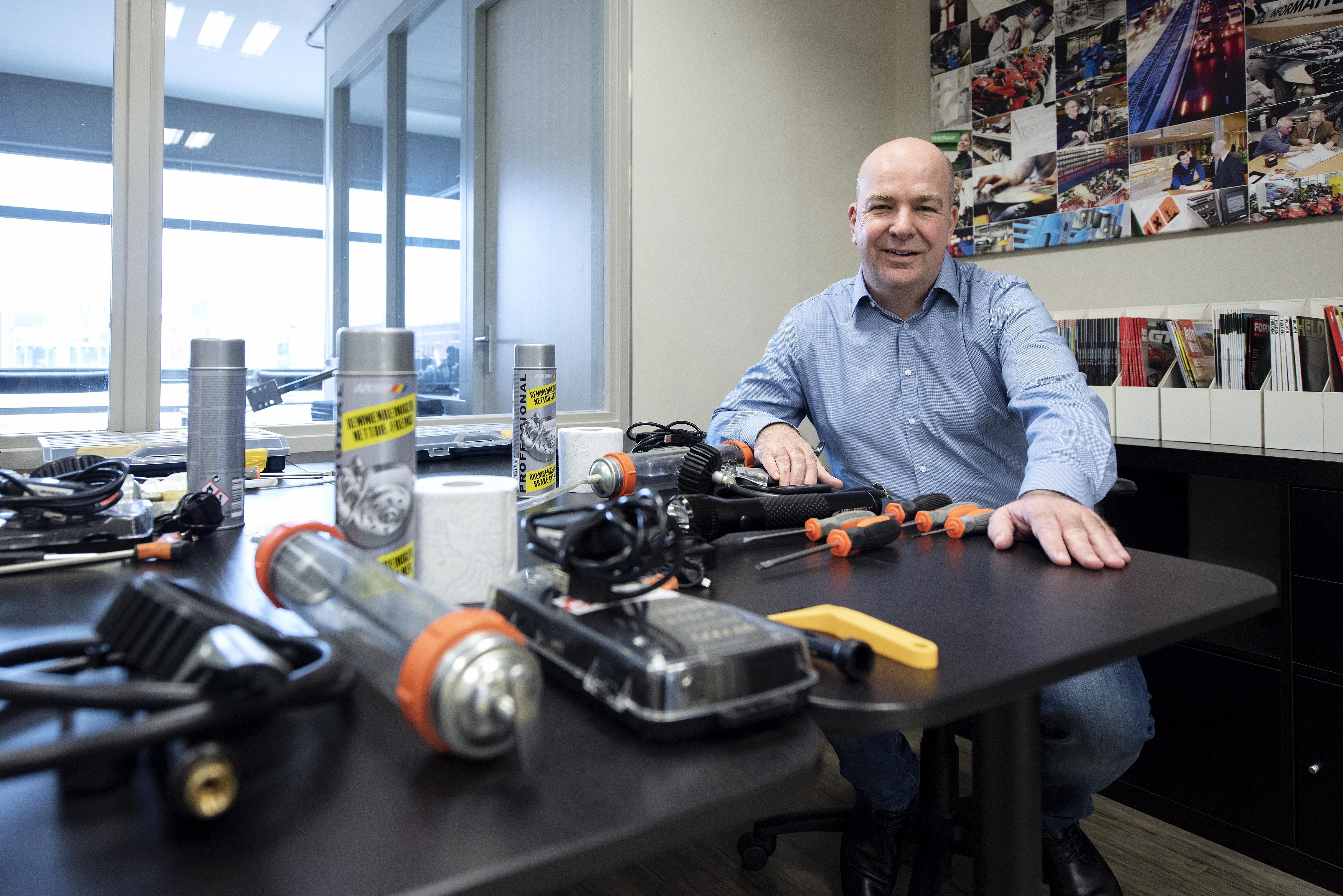 Bureau Via repareert auto's niet, maar maakt ze bewust stuk om garages te testen. 'Wij werken in opdracht van merken'