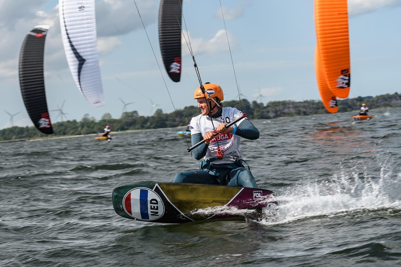 Geen hoge sprongen meer, Sven van der Kamp hoopt als kitefoiler Olympische Spelen te halen: Snelheid in plaats van stunts