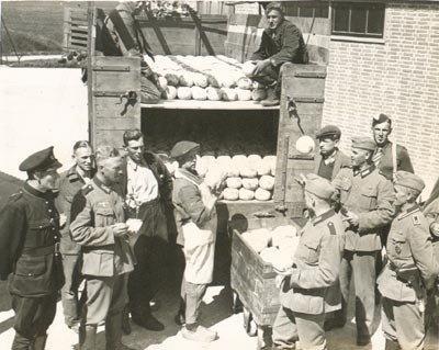 Met hun beste bloemkolen-Duits leiden 'kaasrovers' in 1944 de burgemeester van Twisk om de tuin en verdwijnen met partij Edammertjes voor onderduikers