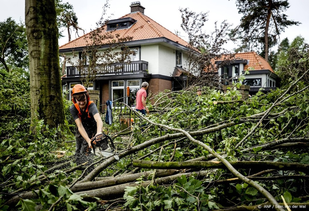 Tot en met zondag 800 meldingen over stormschade bij verzekeraar