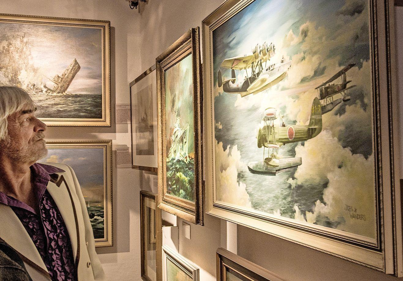 Marineschilder luisterde naar de avontuurlijke lokroep van de zee; 'Tijdens schilderen van een zeeslag heb ik het gevoel alsof ik er zelf bij ben'