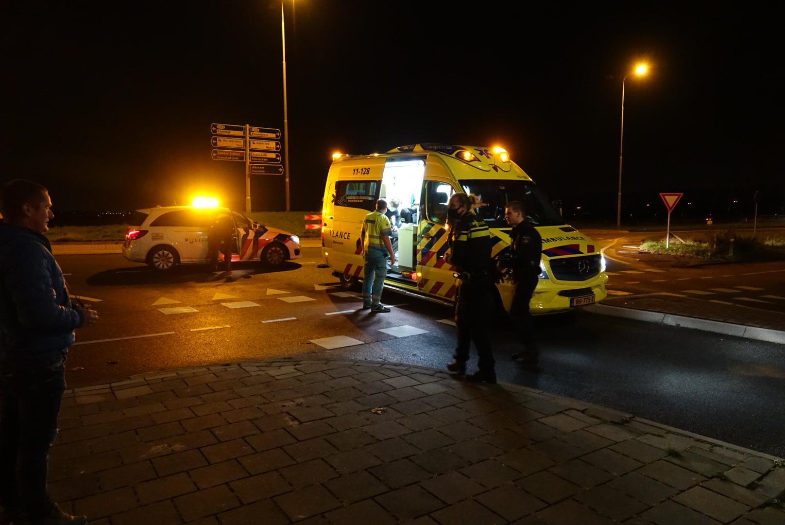 Twee gewonden bij botsing tussen brommer en auto in Wormerveer