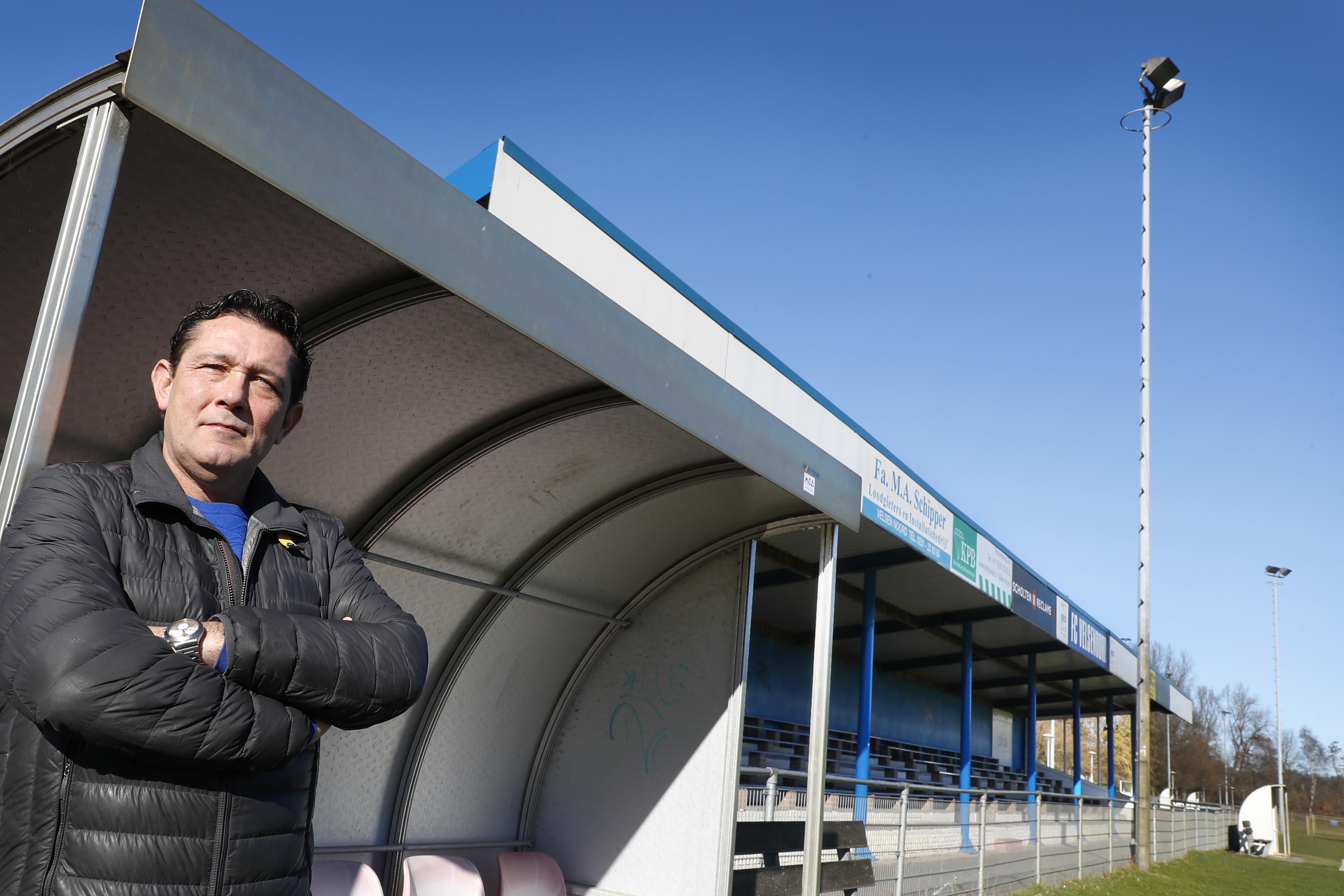 Mario Grille heeft jarenlang geen team onder zijn hoede gehad, maar kon de lokroep van zijn oude club FC Velsenoord niet weerstaan