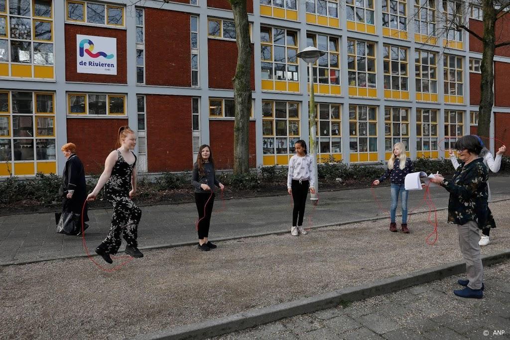 Kinderen weer massaal naar buiten voor les