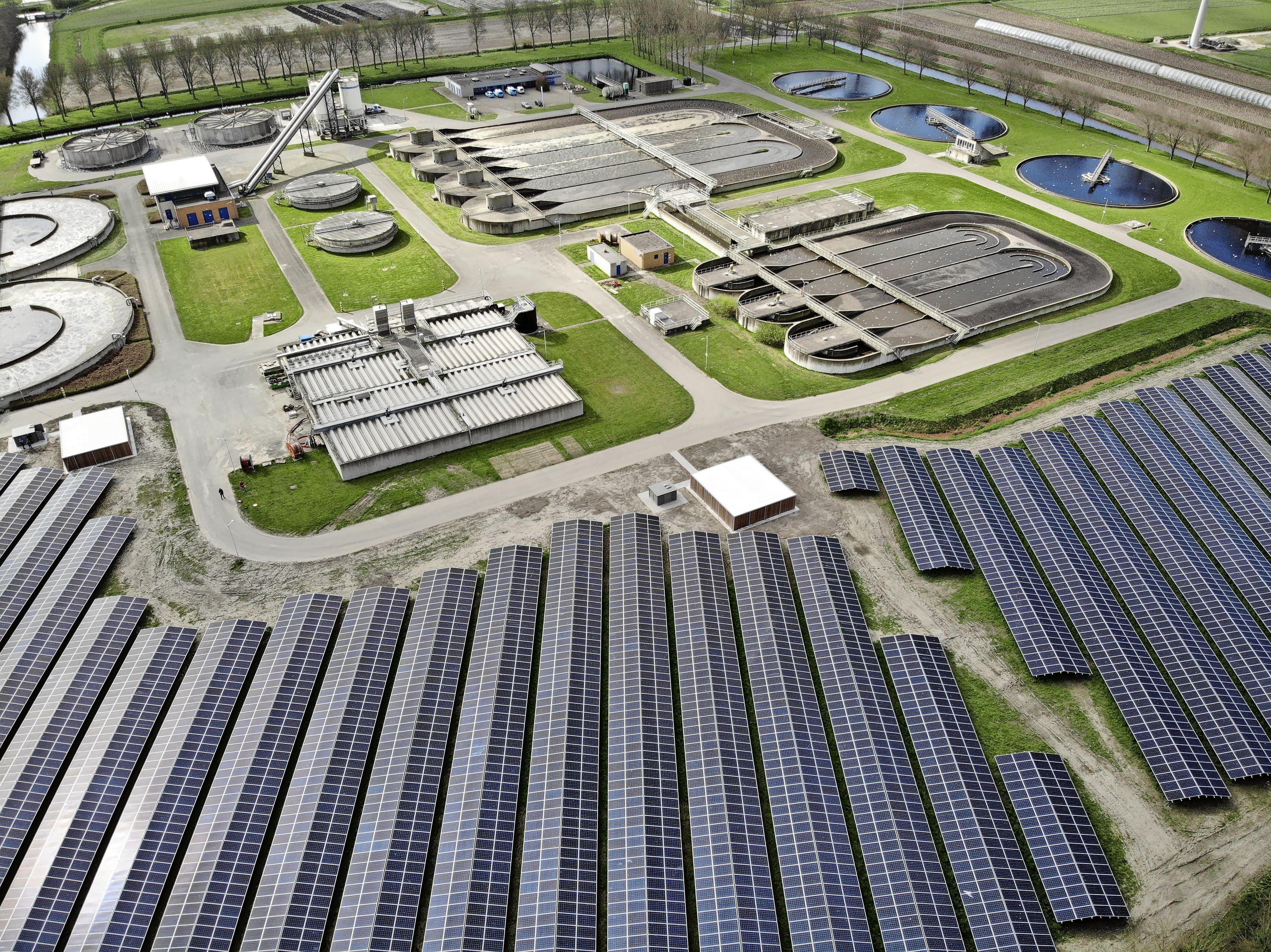 Zonnepark rioolwaterzuivering Wervershoof opgeleverd: 17.570 zonnepanelen geïnstalleerd