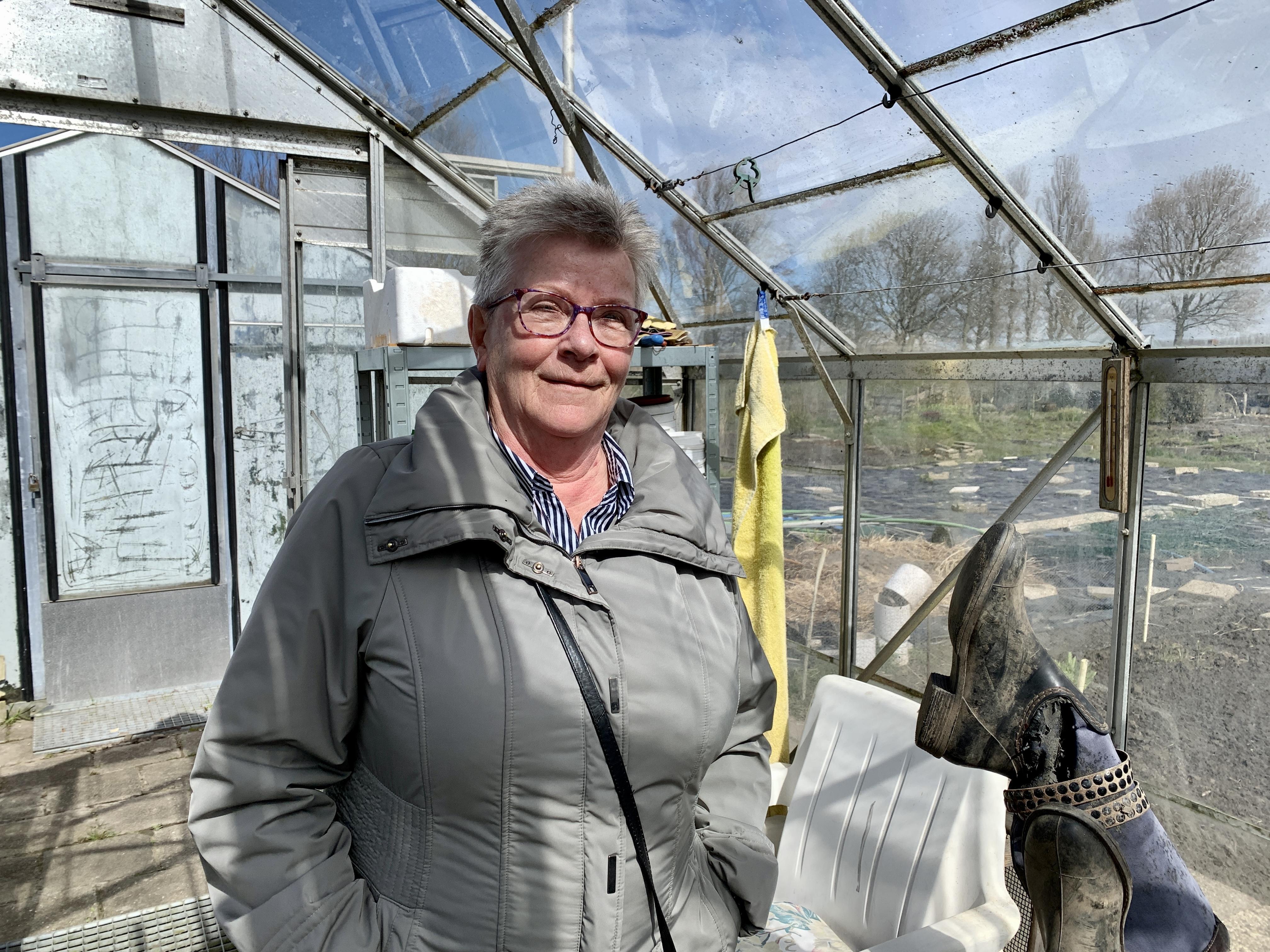 'Vrienden die om je heen staan, die vind je hier', zegt Gré over haar volkstuin De Vrijheid in de Alkmaarse Westvleugel. De Alkmaarse koestert al vijftien jaar die volkstuinliefde. Het gaat haar vooral om de contacten en het buiten zijn