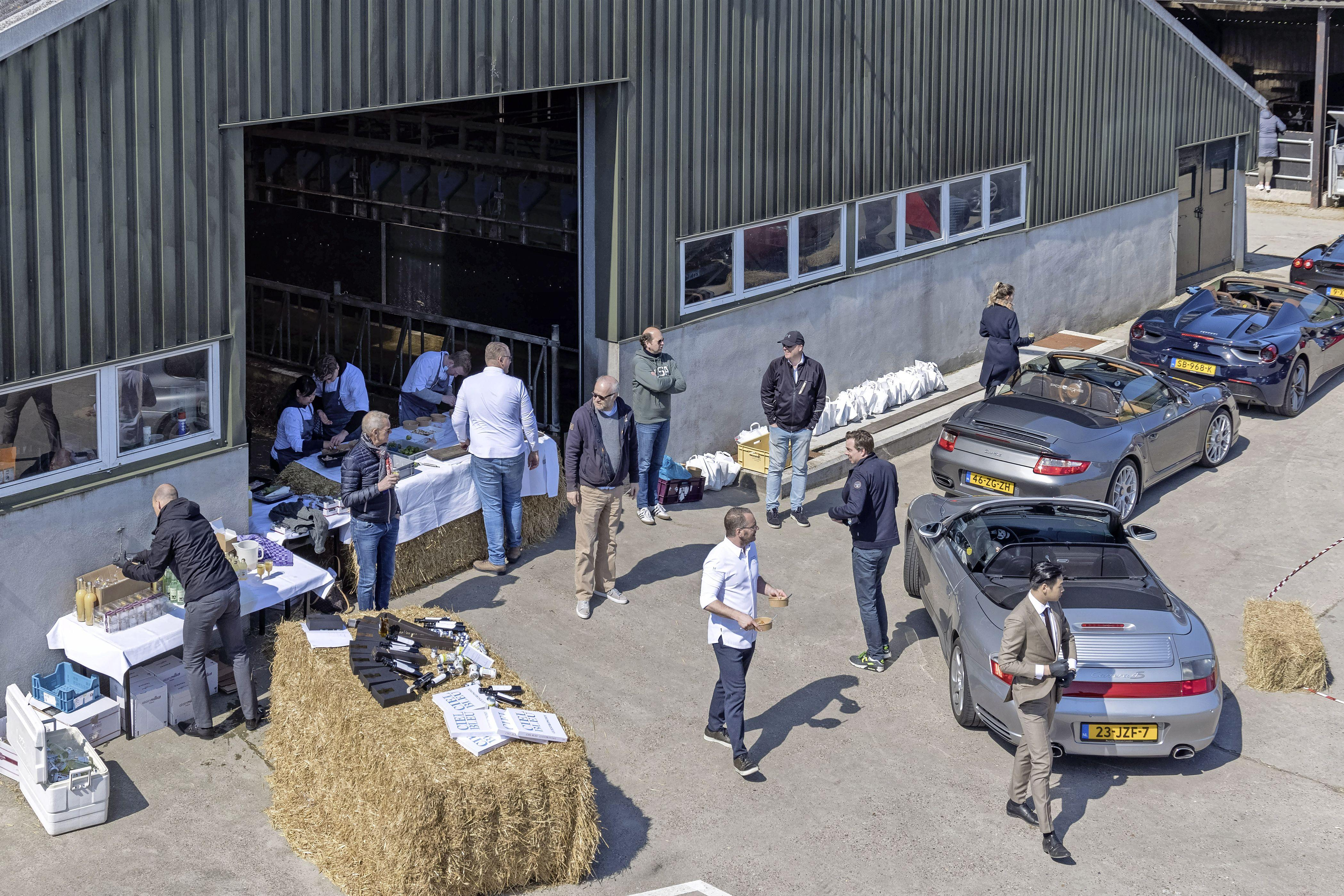 Koken tussen de koeien voor culinaire rondrit: Rens Kooijman van Heerlijke Koe is onder de indruk van wat er allemaal gebeurt
