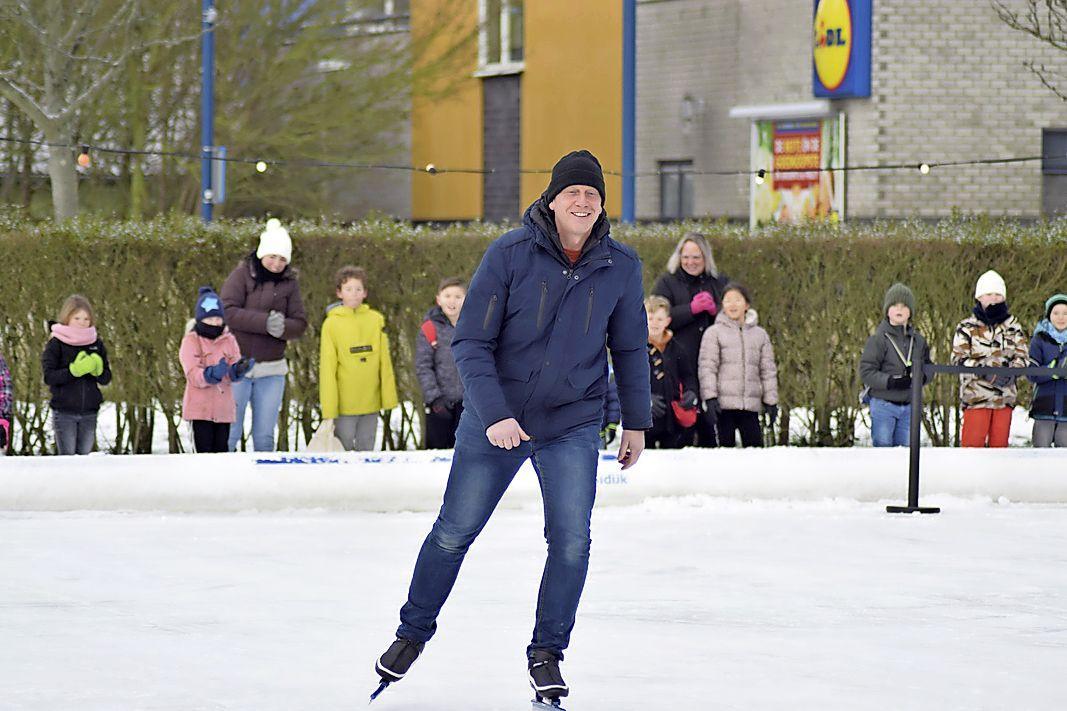 Een schaatslegende in het dorp: Rintje Ritsma bindt de schaatsen onder in De Koog