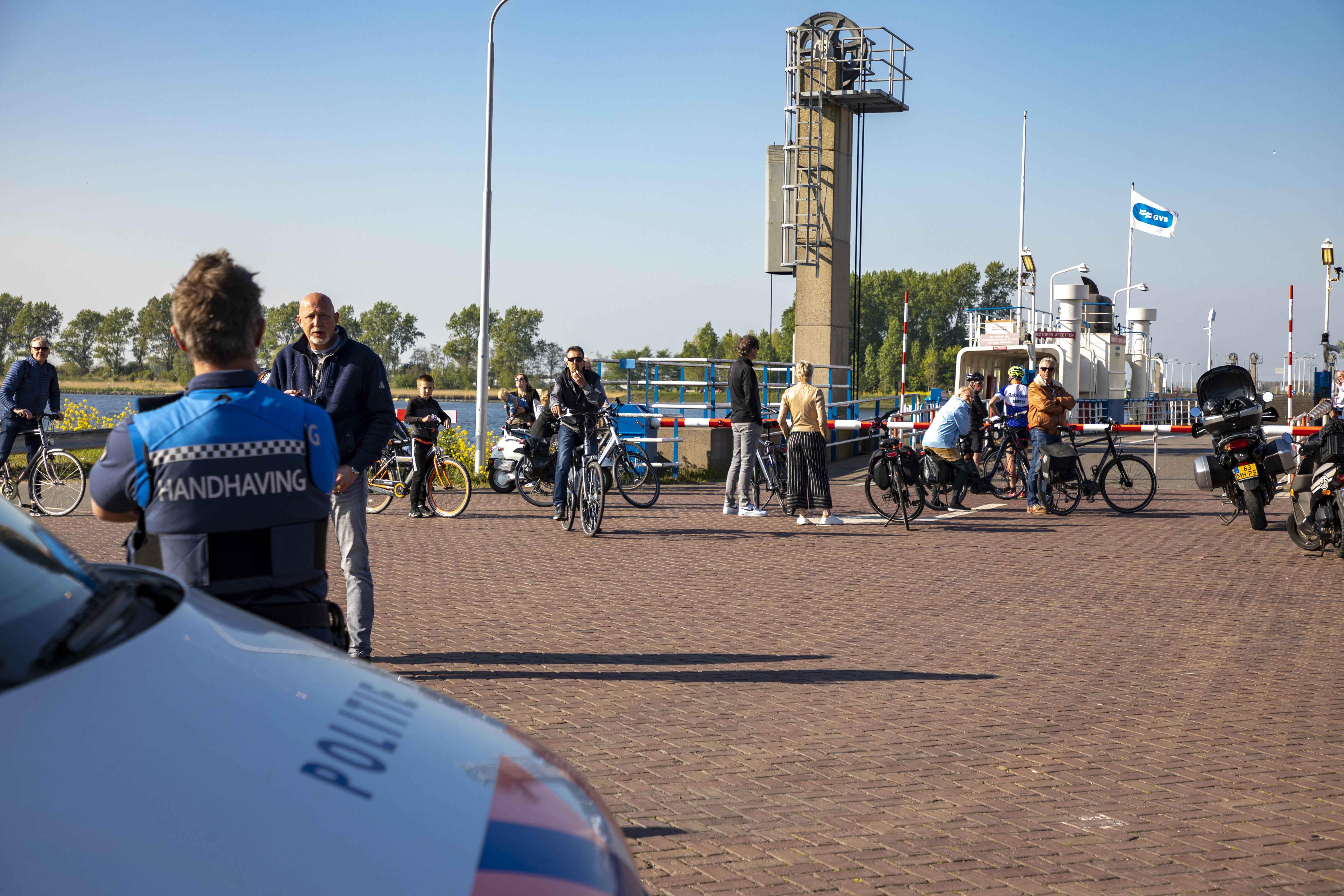 Mondkapjes straks ook op de ponten over Noordzeekanaal en IJ