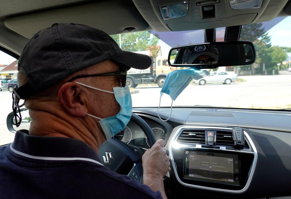 Tot tachtig procent minder werk, personeel ontslagen. Corona raakt taxibedrijven hard