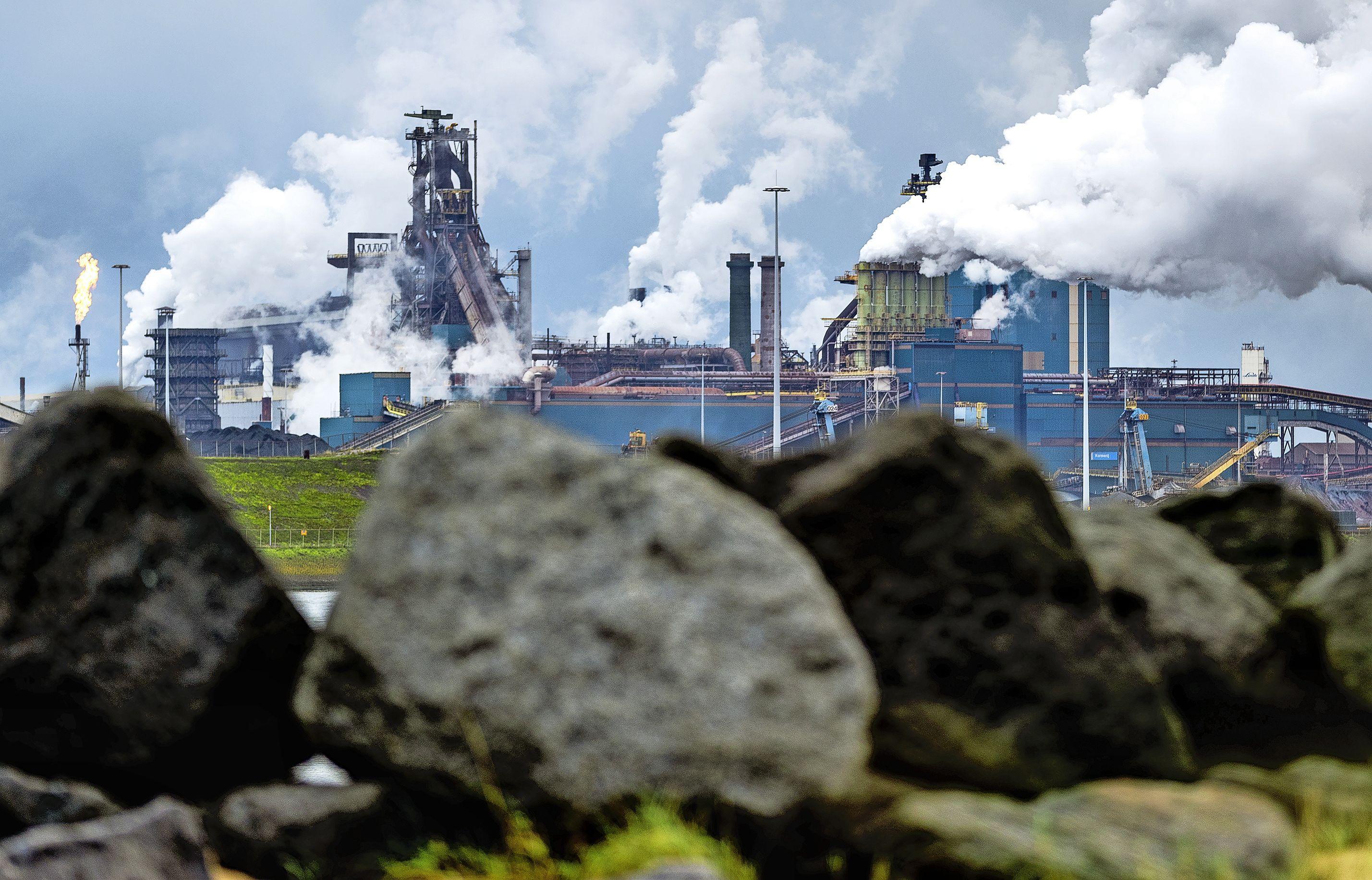 Vergroenplan Tata Steel onderwerp van onderzoek staalbedrijf en FNV; milieubeweging reageert nu al afkeurend