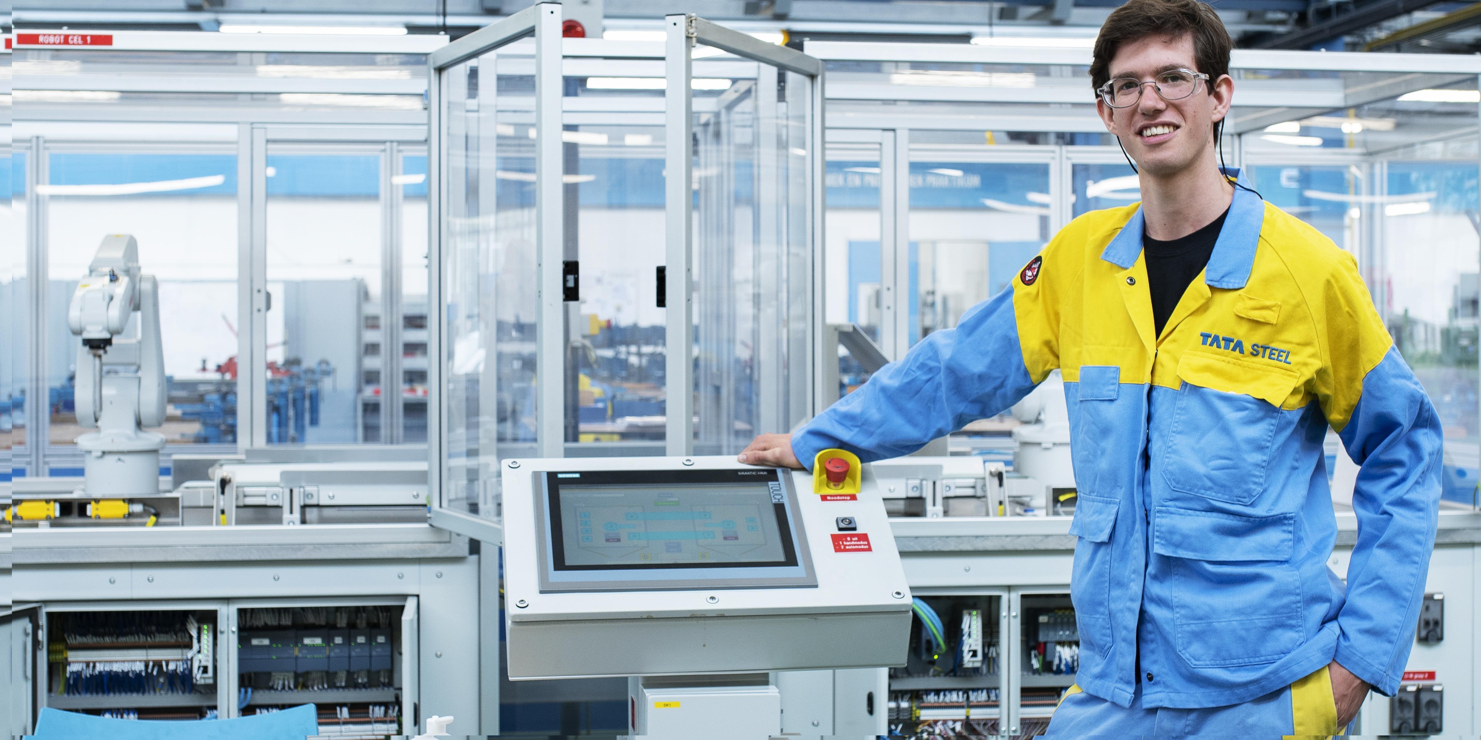 Douwe (23) blinkt uit op de Tata Steel Academy. 'Ik vind het leuk om te weten wat iets is en hoe het werkt'