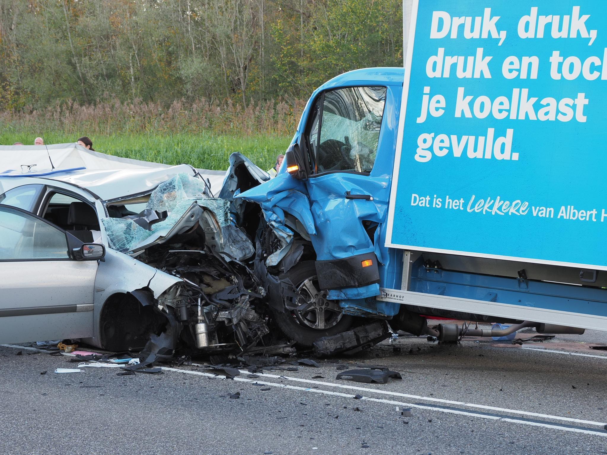 Eén dode en drie gewonden bij frontale botsing in Velsen-Zuid