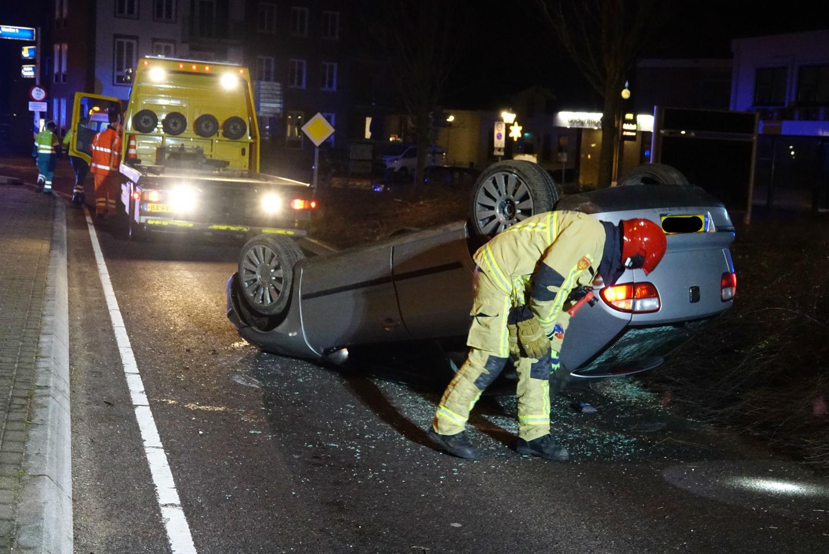 Auto slaat over de kop in Oosthuizen