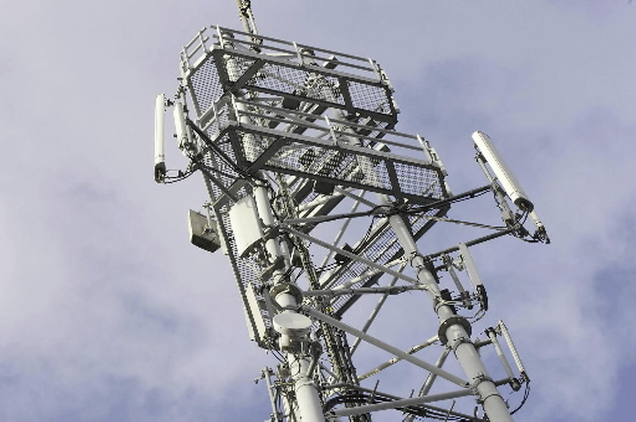 B & W Kaag en Braassem brengen spijkerharde kritiek op hun handelen bij vergunning zendmast alsnog naar buiten