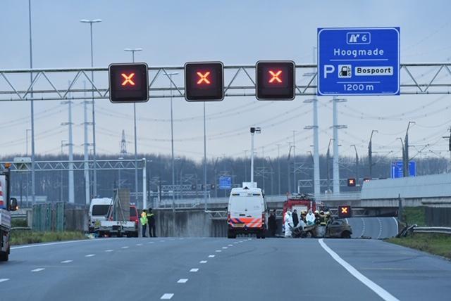 Dode bij ongeval op de A4 bij Rijpwetering, bestuurder aangehouden [update]
