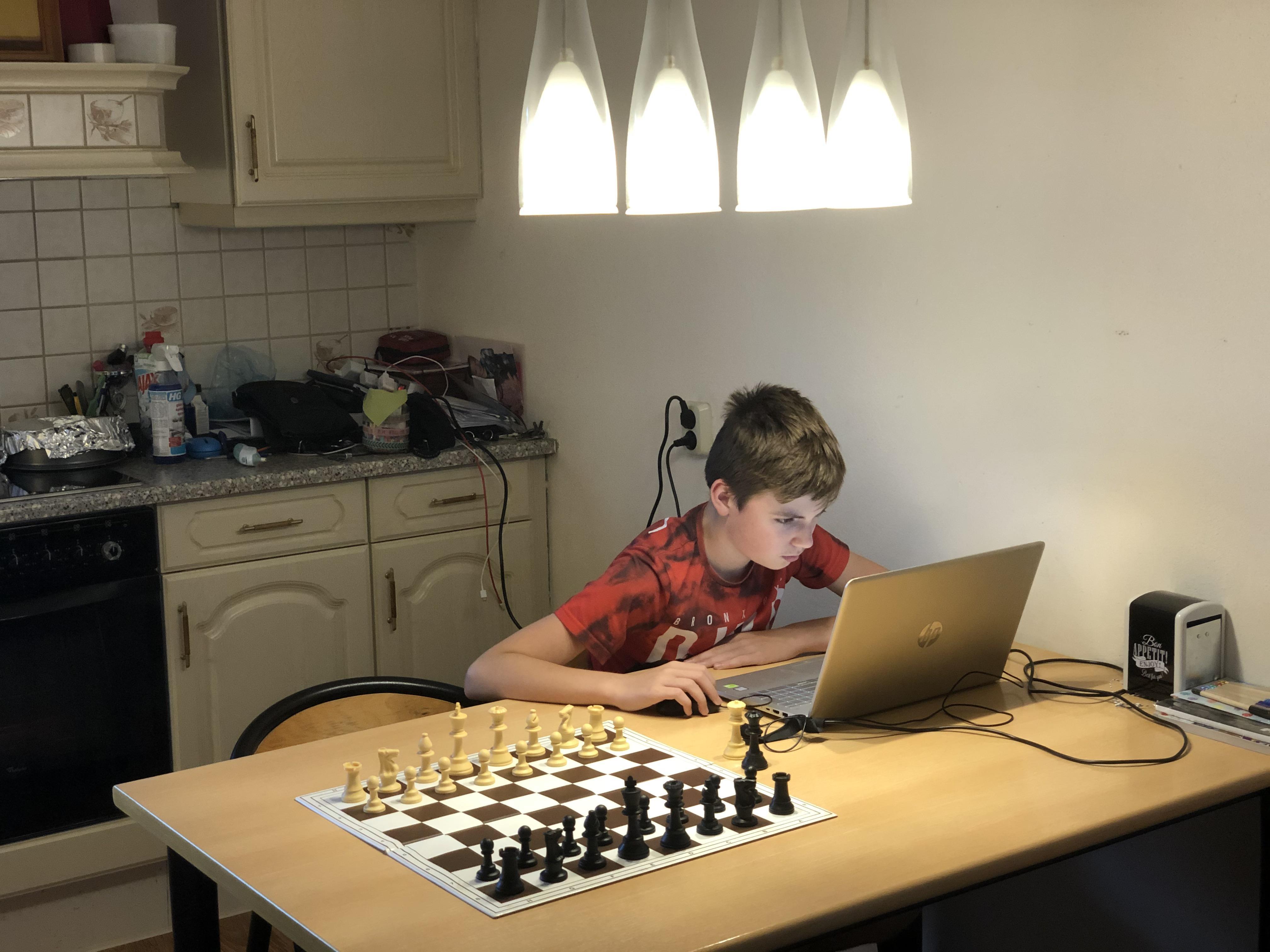 Ogen internationale schaakwereld op gericht op Robin Duson uit Hoorn en Romayn Brandsma uit Purmerend die online op goudjacht gaan