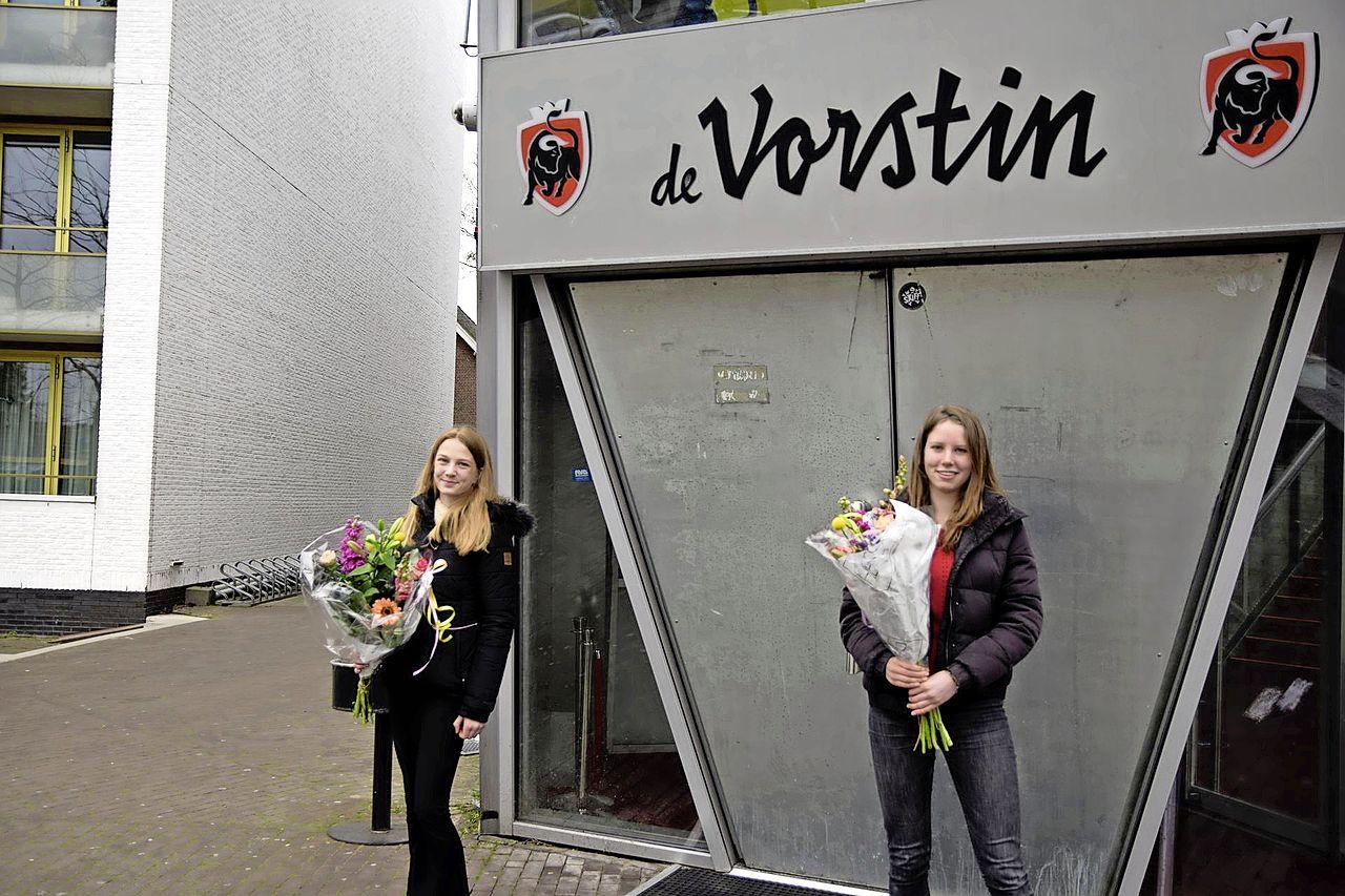 Mirthe van den Ancker en Beryl van Herwijnen winnaars Avond van de Stadsdichter in Hilversum