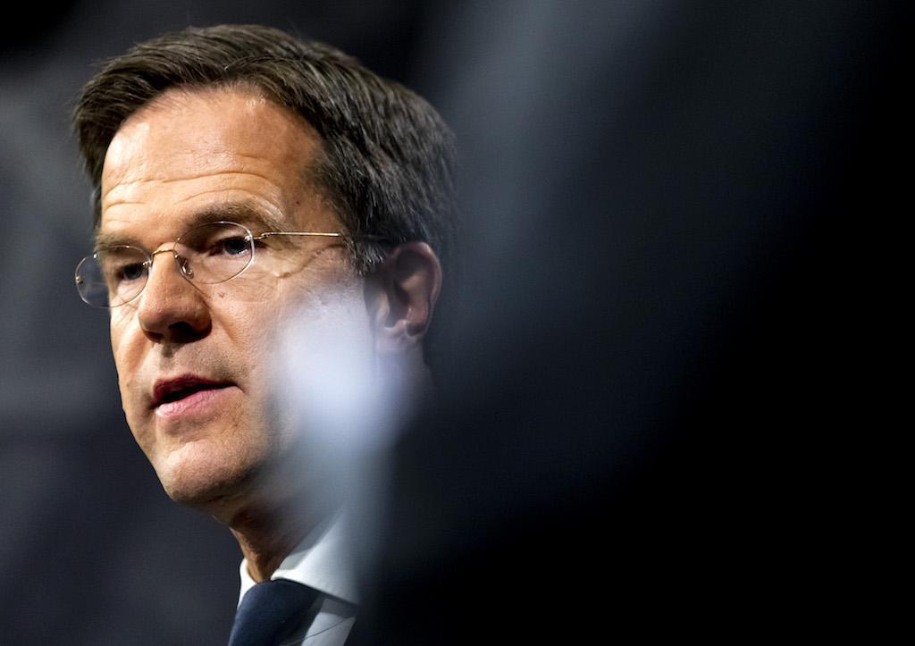 Column Joyce van der Meijden: Zou het helpen als Rutte op zijn volgende persconferentie ook een kapje draagt?