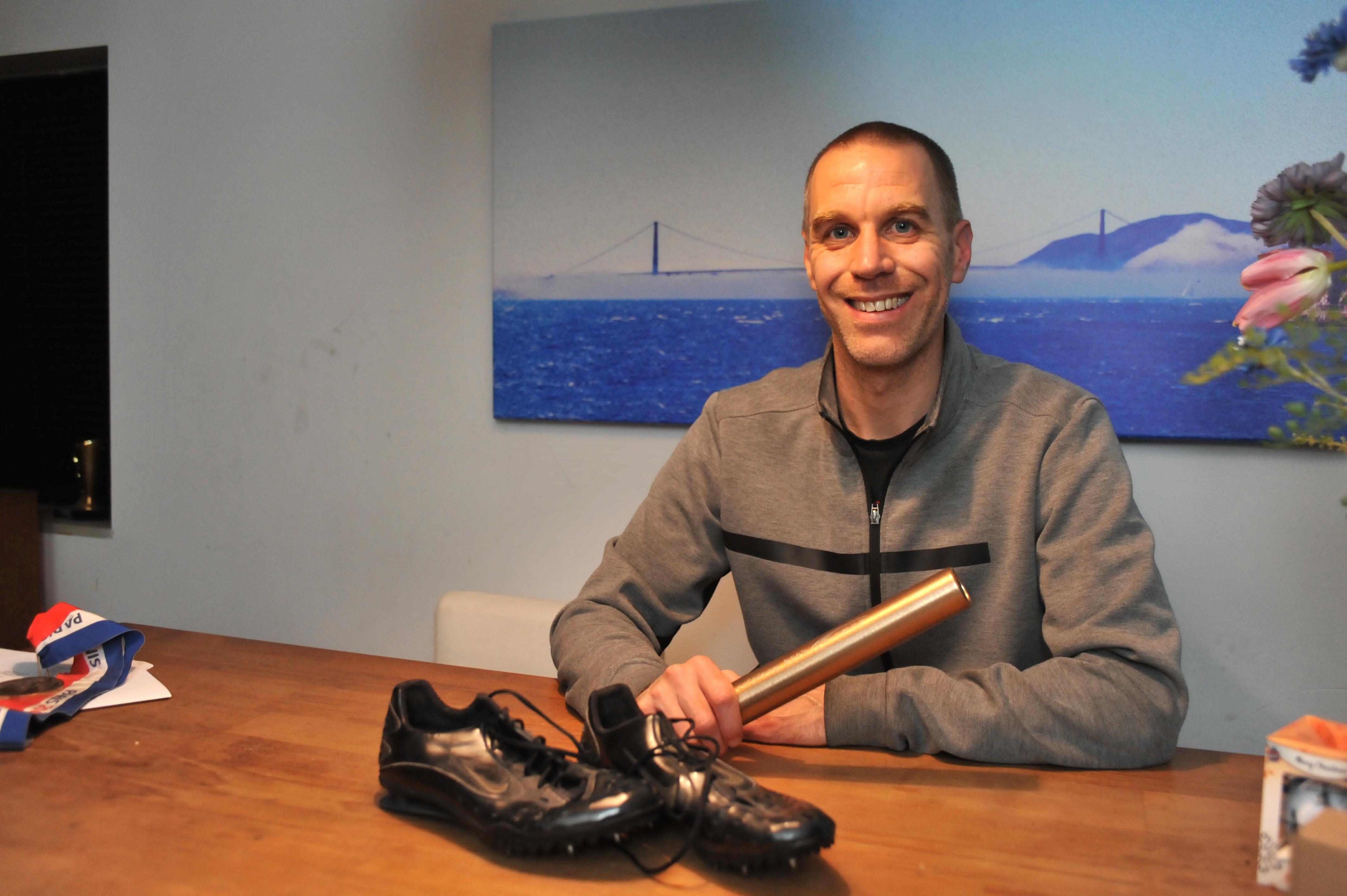 Ex-atleet Guus Hoogmoed (39) pakt tegenwoordig graag het tennisracket of de racefiets en snelheid is nog altijd zijn wapen
