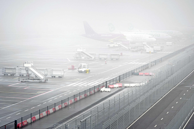 Infrastructuur zit Eindhoven Airport dwars bij dichte mist - Telegraaf.nl